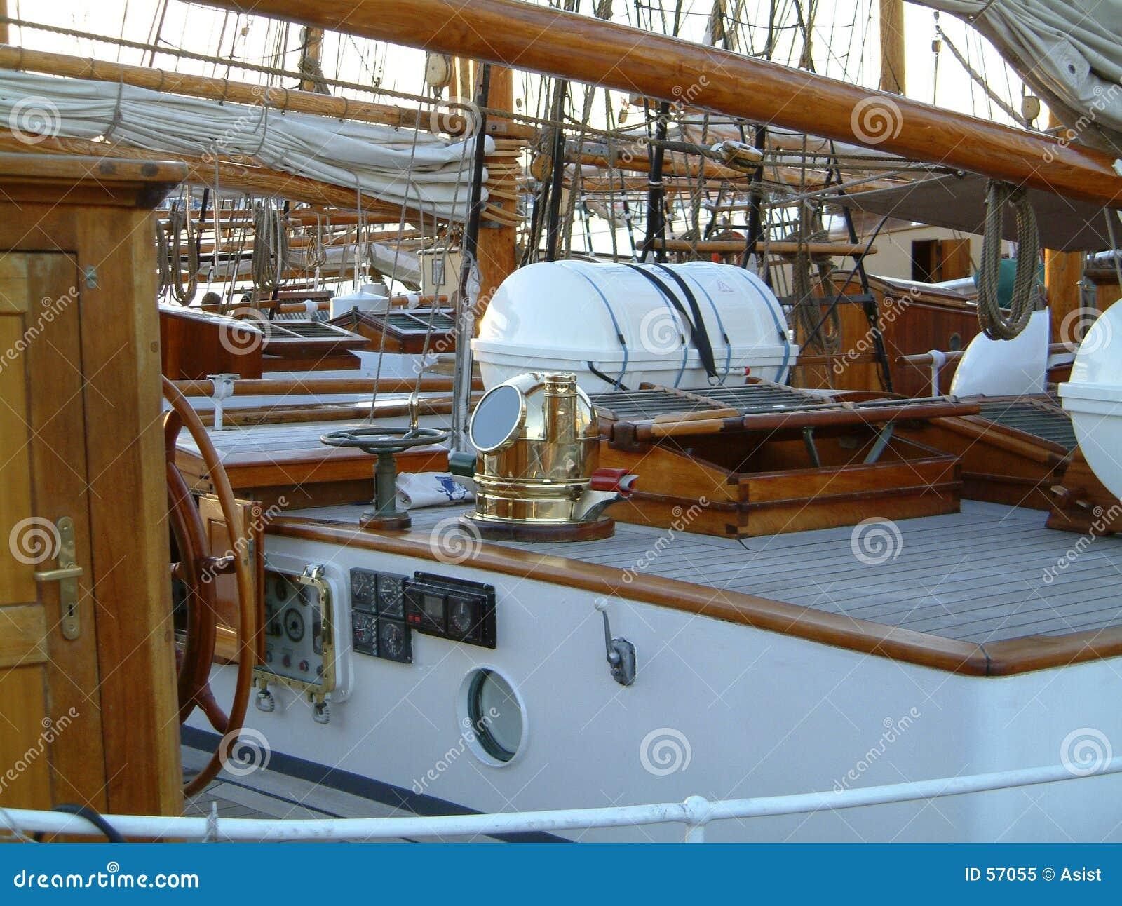 Maison de paquet sur le vieux bateau