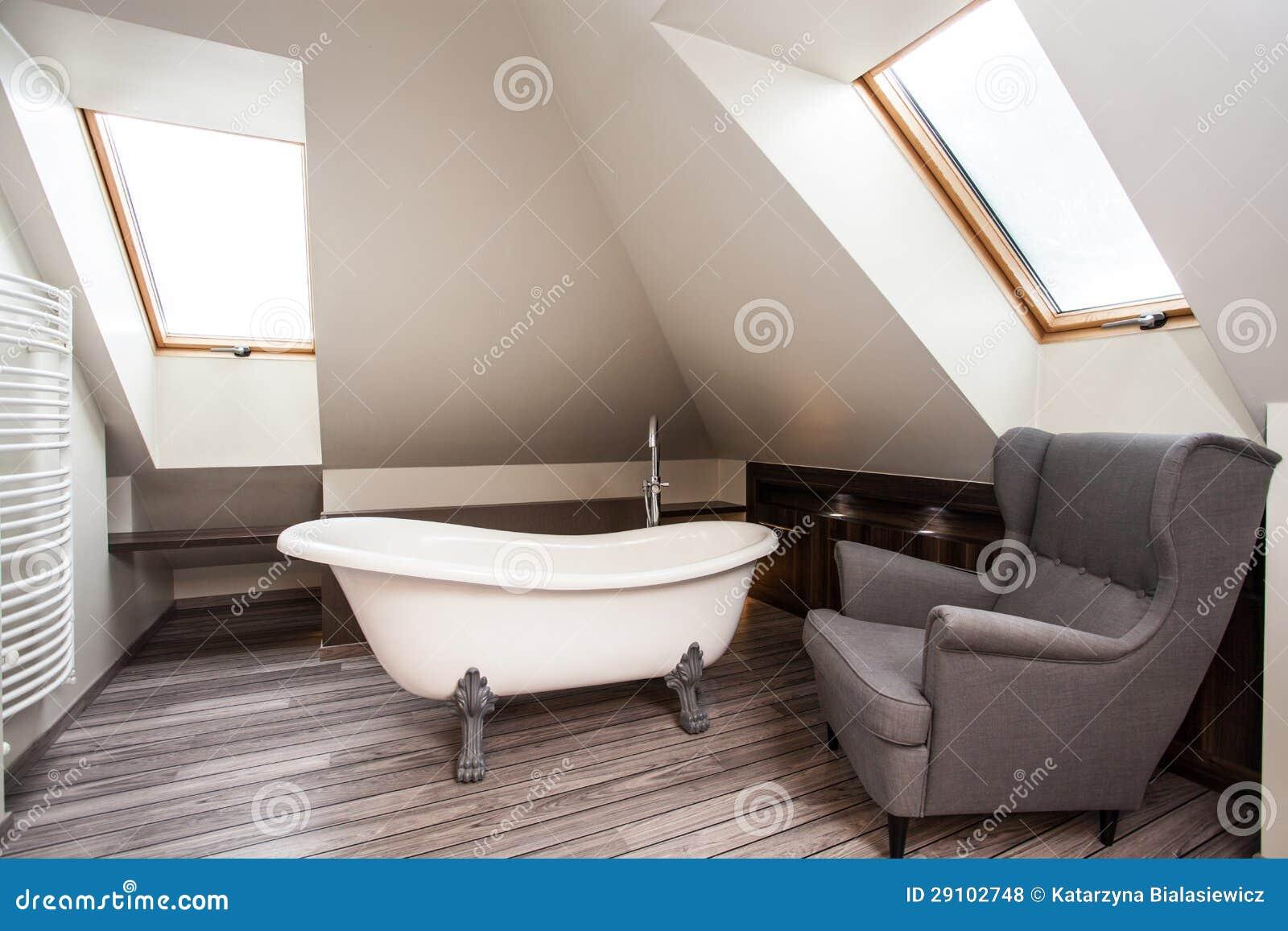 Maison de pays - intérieur de salle de bains