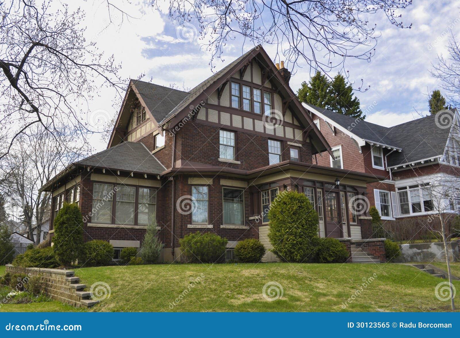 maison riche de brique photo libre de droits image 30123565. Black Bedroom Furniture Sets. Home Design Ideas
