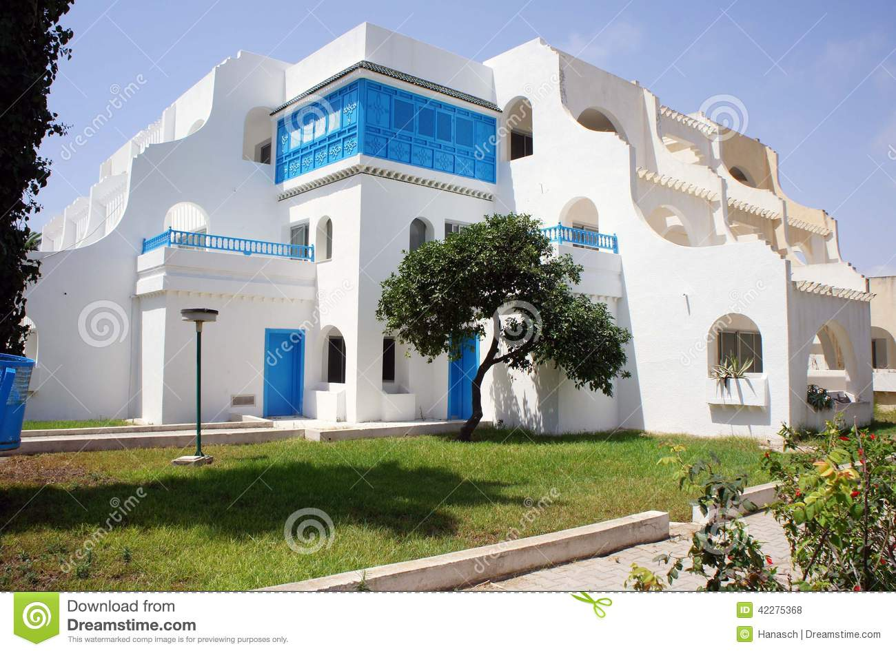 Maison de plage tunisienne photo stock image 42275368 for Architecture maison arabe
