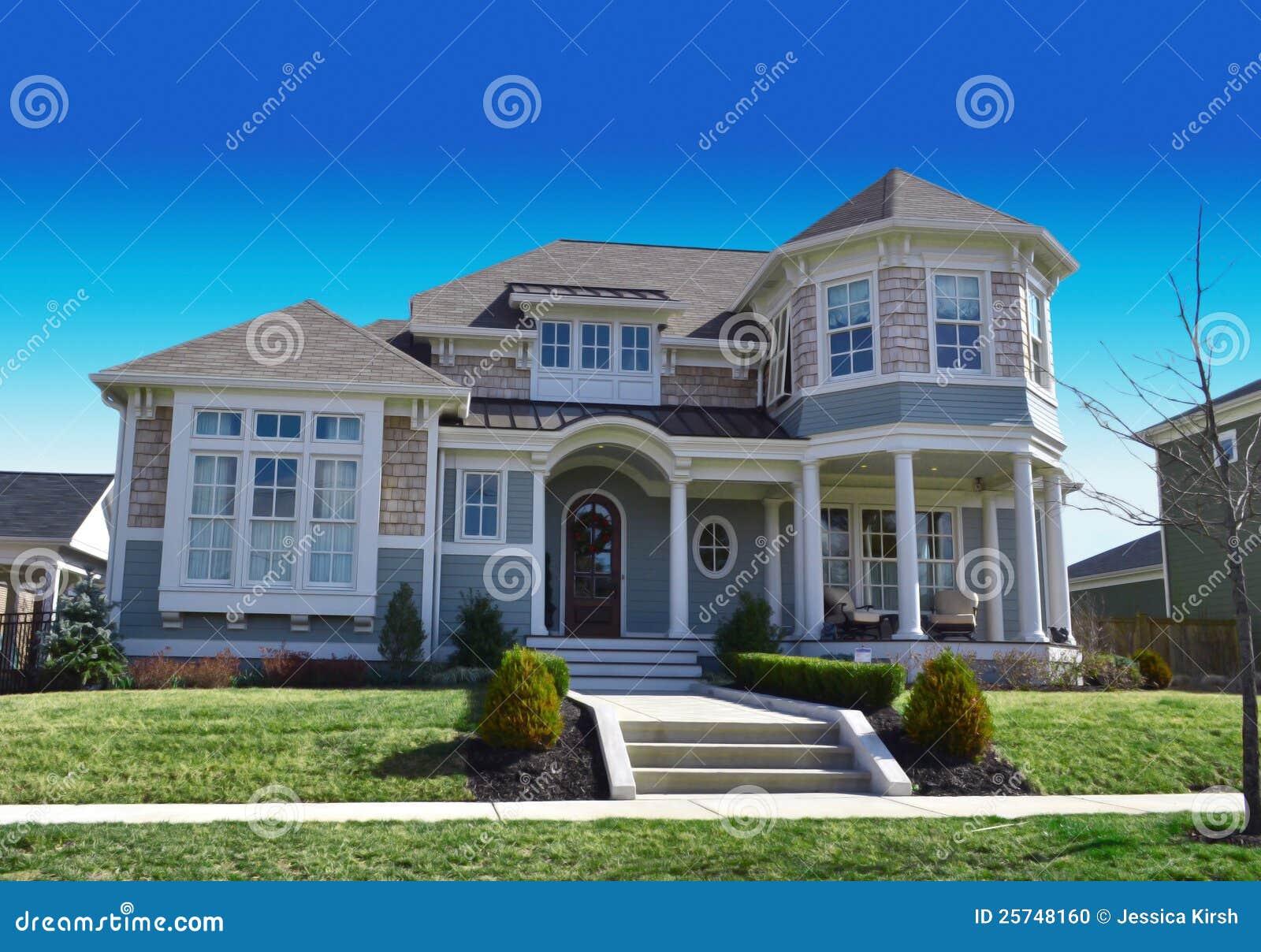 maison de r ve de morue de cap de type de la nouvelle angleterre photo stock image 25748160. Black Bedroom Furniture Sets. Home Design Ideas