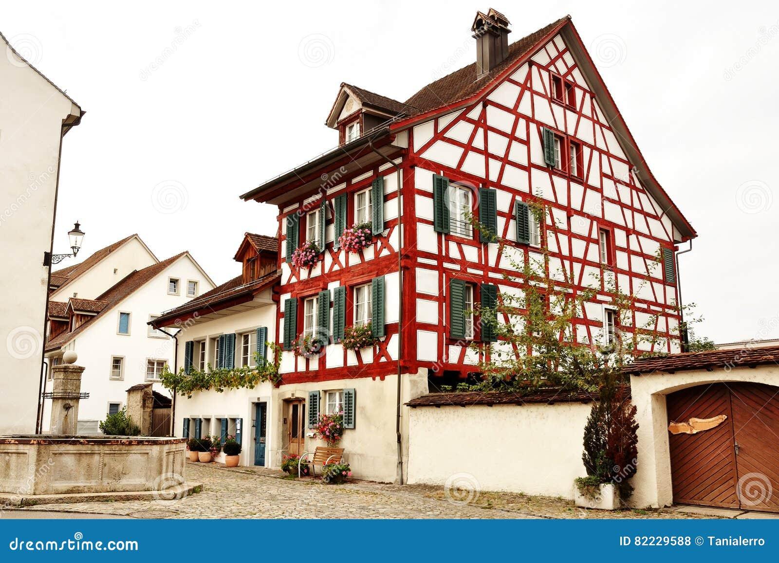 Maison de structure de bois suisse typique dans bremgarten for Structure de bois