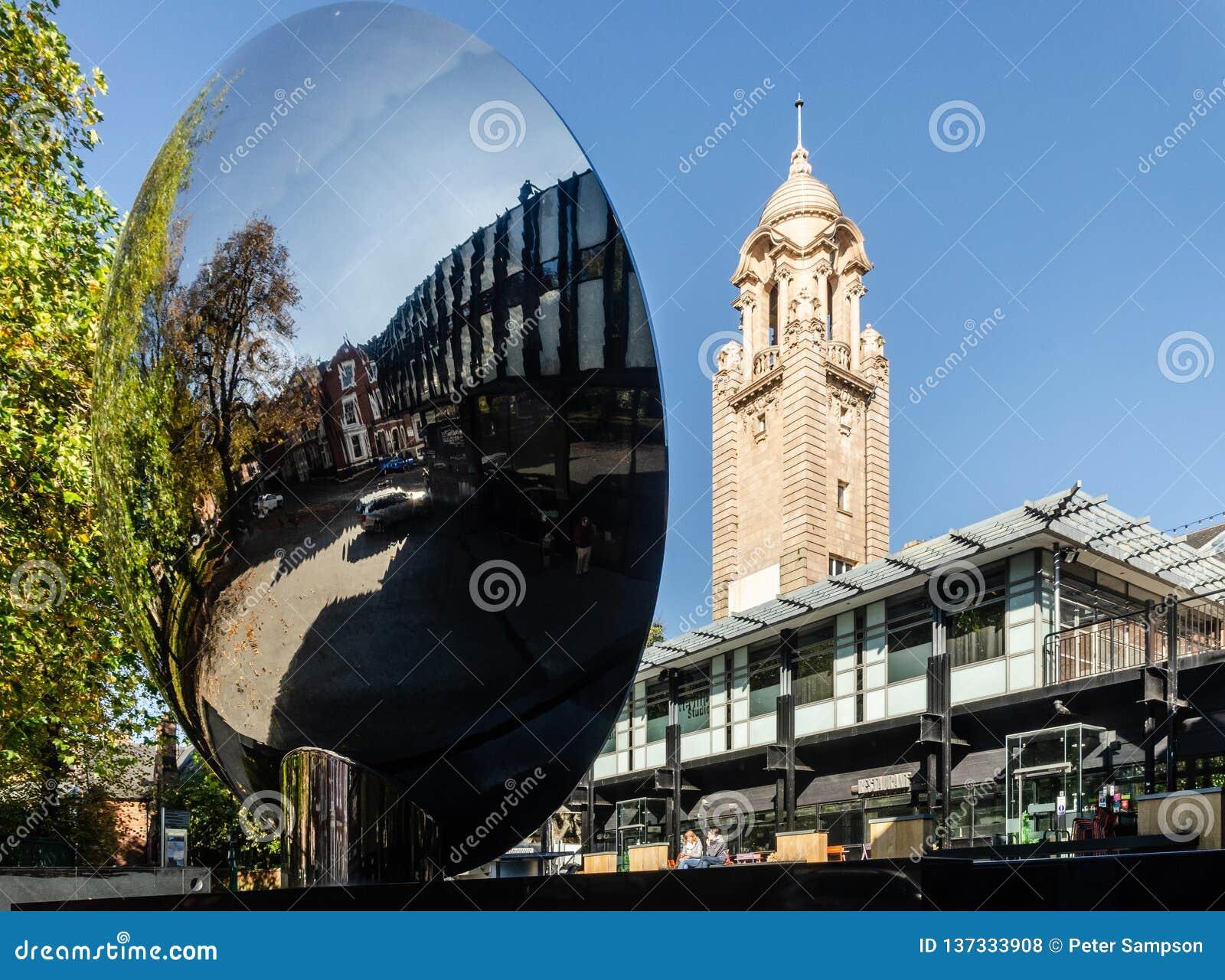 Maison de théâtre de Nottingham et miroir de ciel