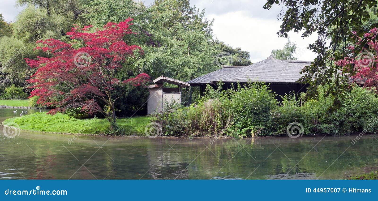 Maison de th japonaise dans le jardin anglais munich for Jardin anglais allemagne