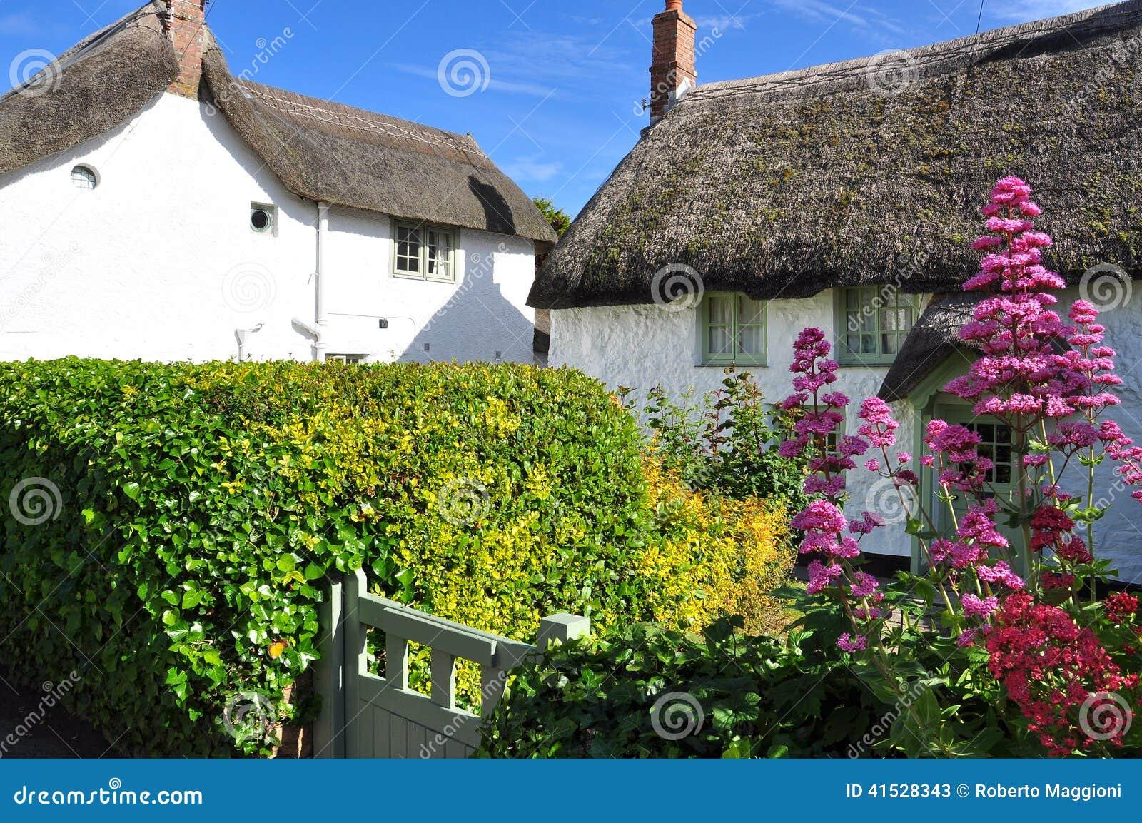Maison de toit couvert de chaume les cornouailles angleterre r u image stock image du - Maison en toit de chaume ...