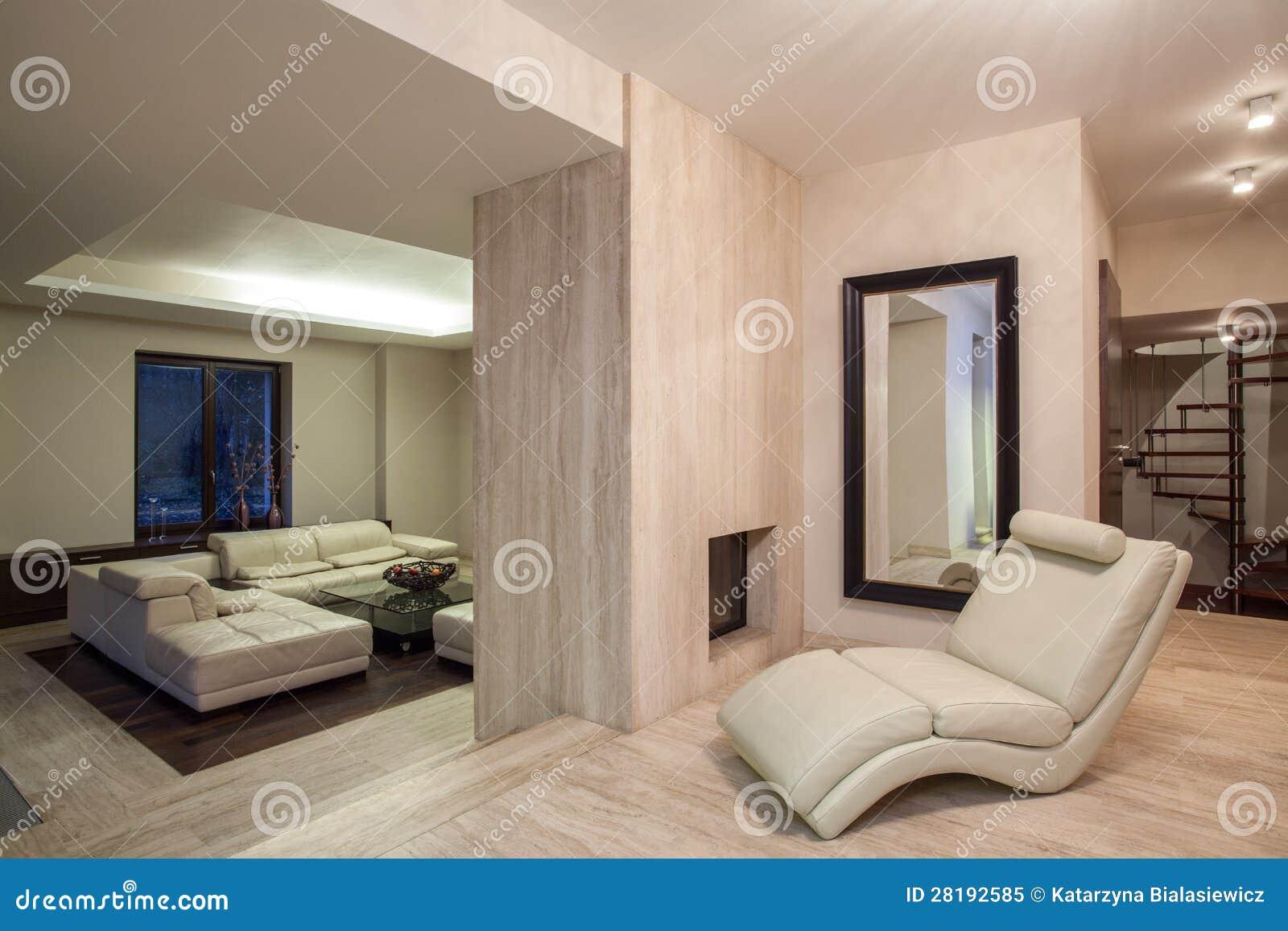maison de travertin salon avec une chemin e photo libre de droits image 28192585. Black Bedroom Furniture Sets. Home Design Ideas