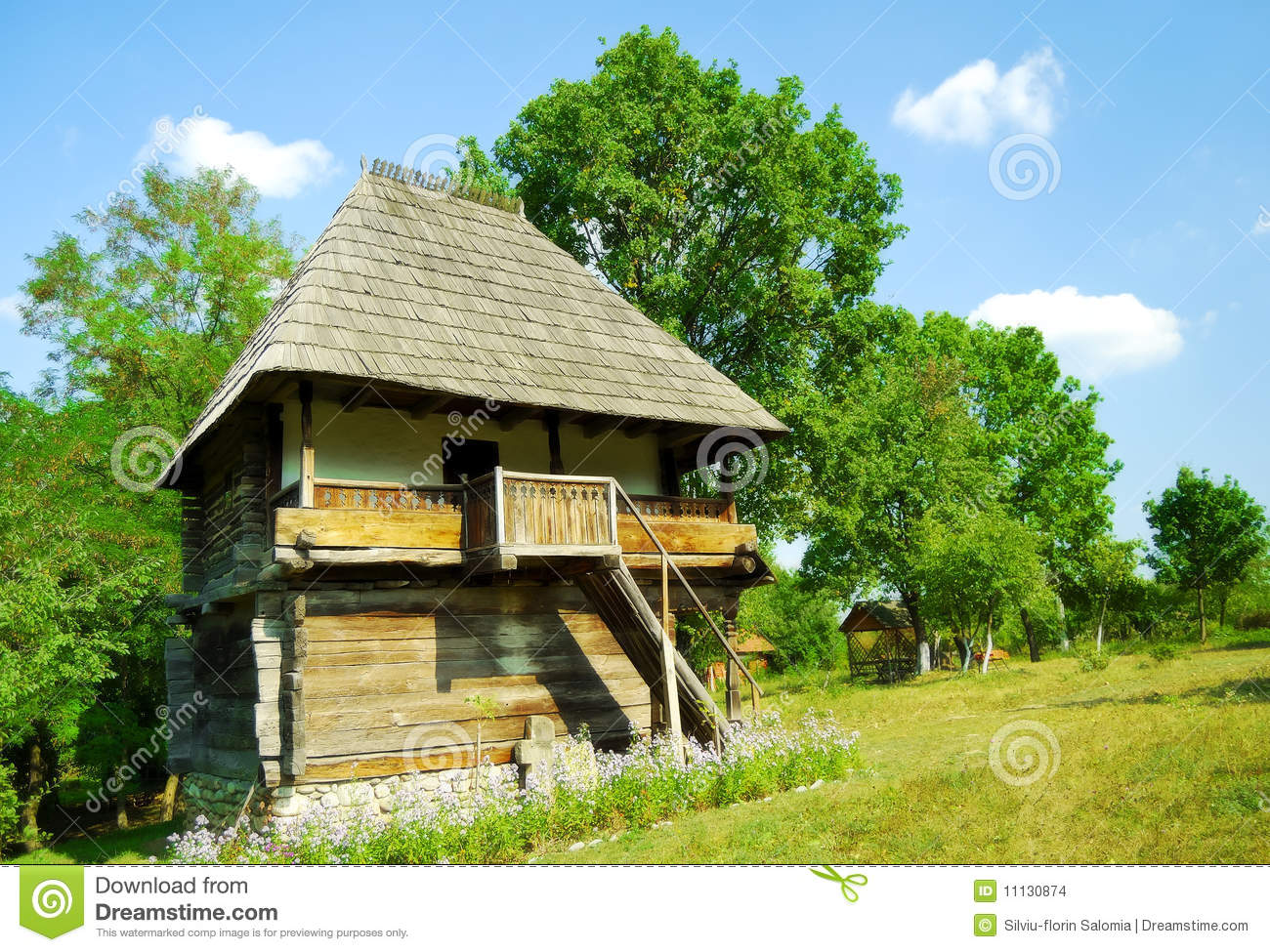 maison en bois authentique de roumanie images stock image 11130874