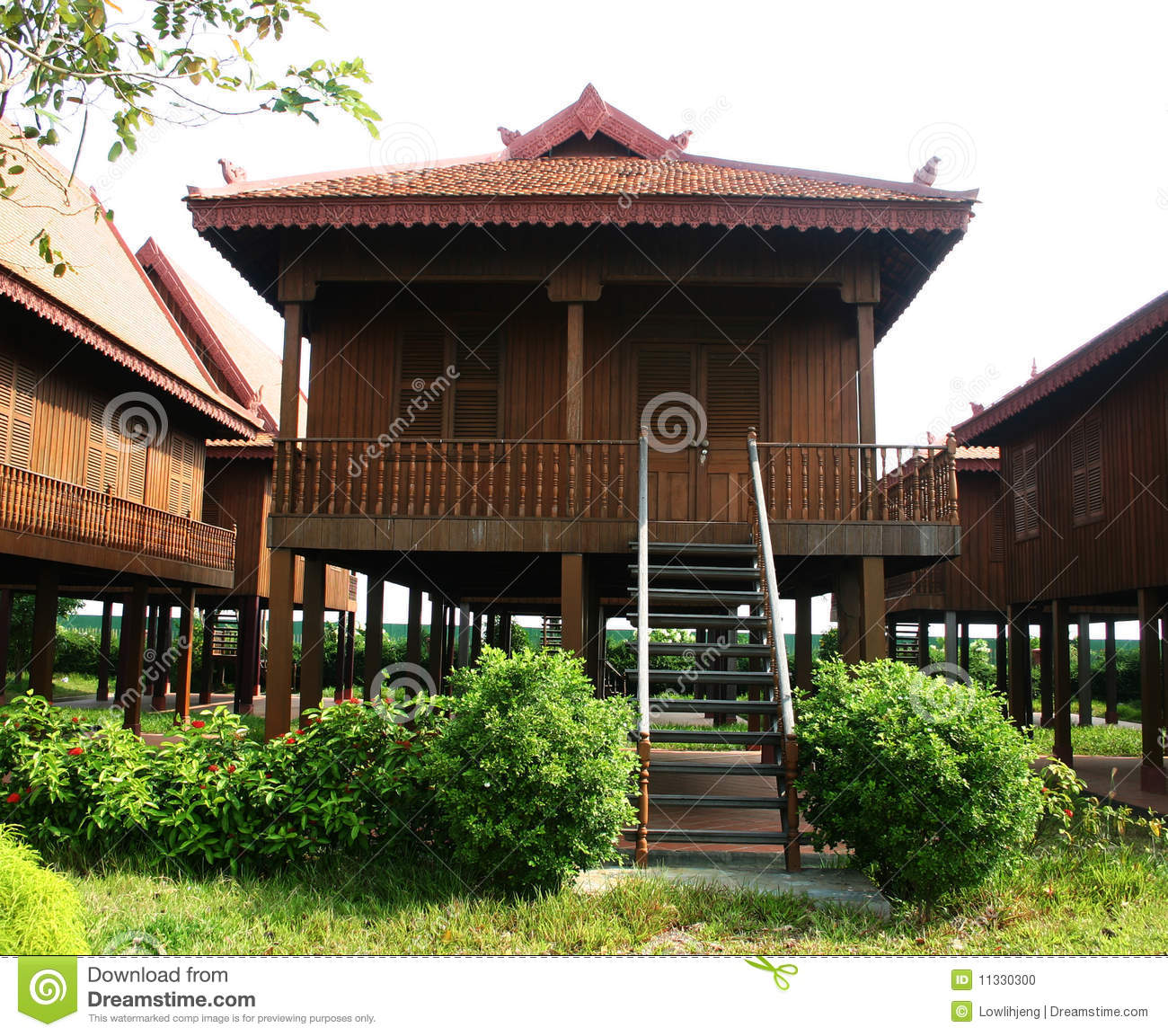 Maison en bois cambodgienne traditionnelle photo stock for Acheter maison cambodge