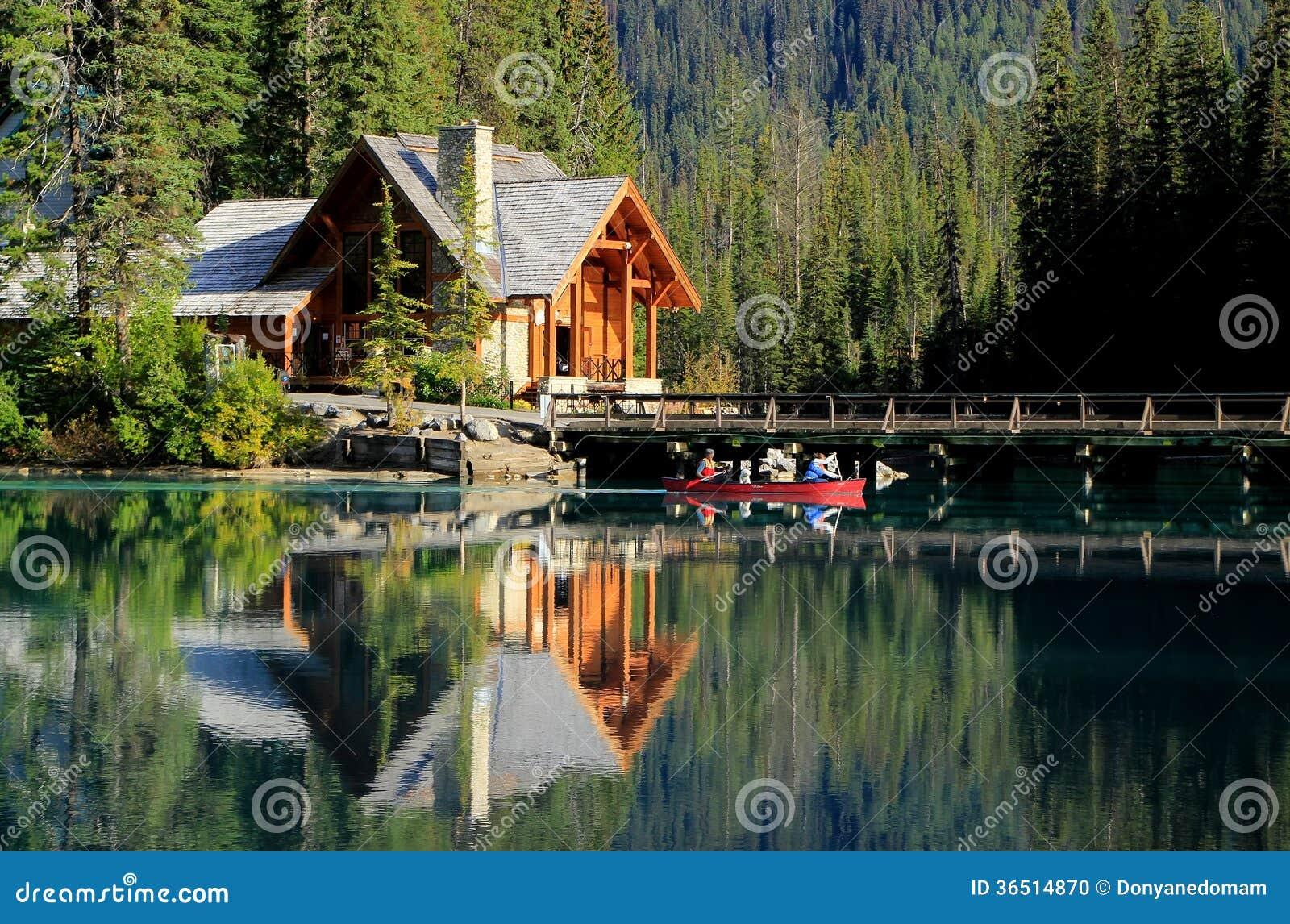 Maison En Bois Chez Emerald Lake Yoho National Park Canada Photo Stock Image 36514870