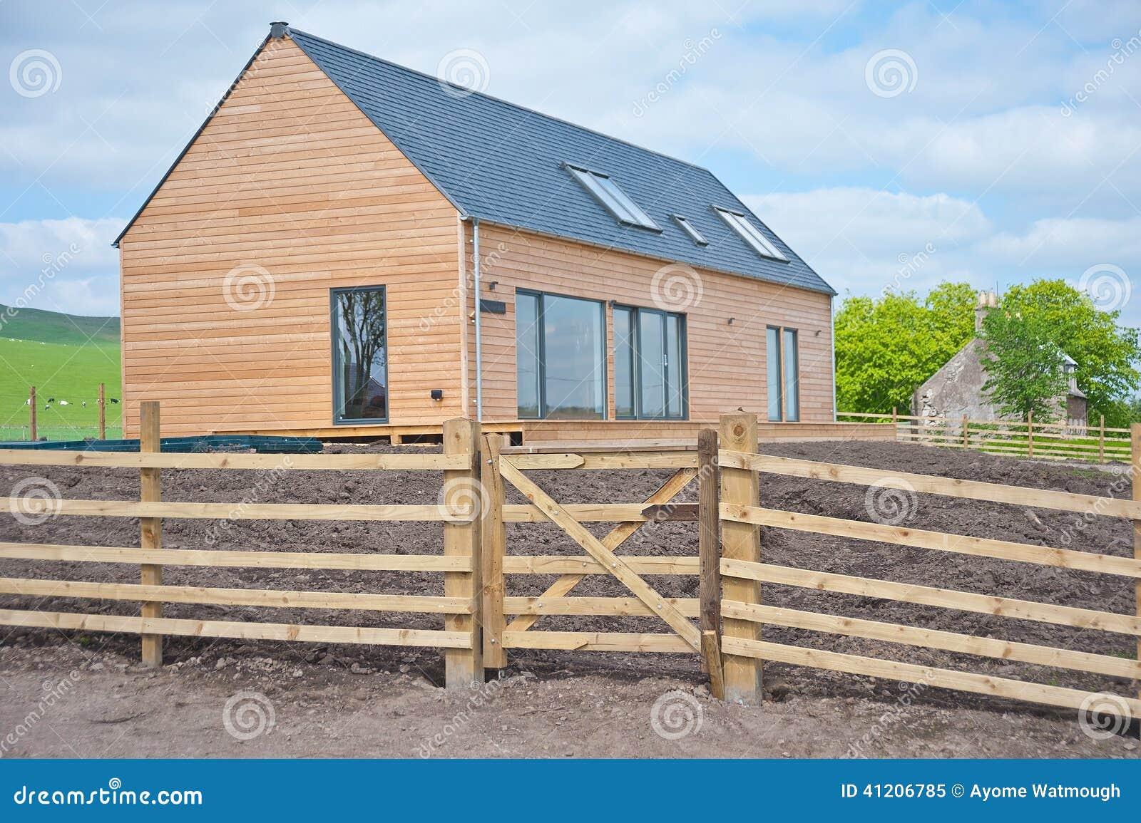 maison en bois en ecosse photo stock image 41206785. Black Bedroom Furniture Sets. Home Design Ideas