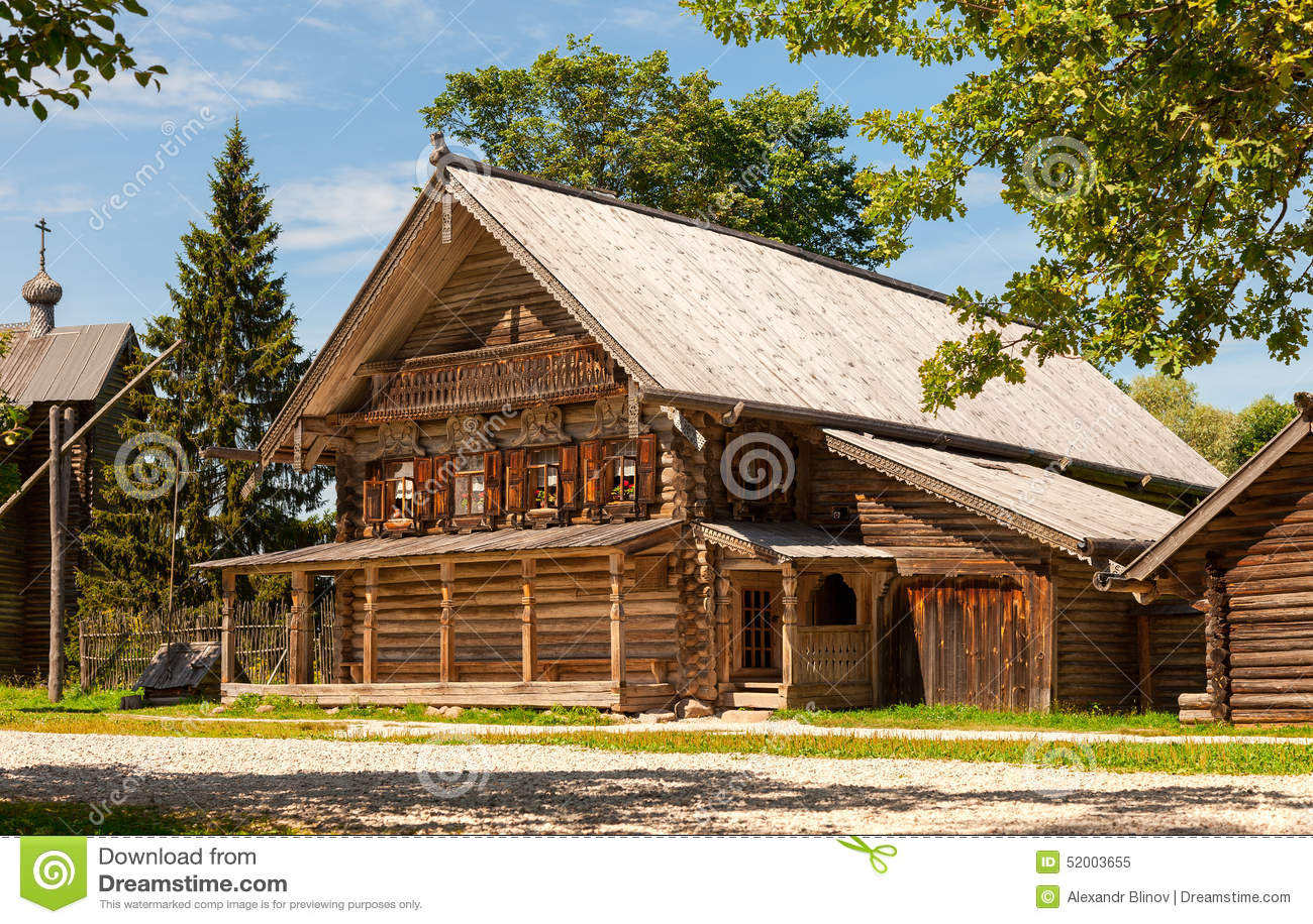 maison en bois russe traditionnelle image stock image du lointain rugueux 52003655. Black Bedroom Furniture Sets. Home Design Ideas