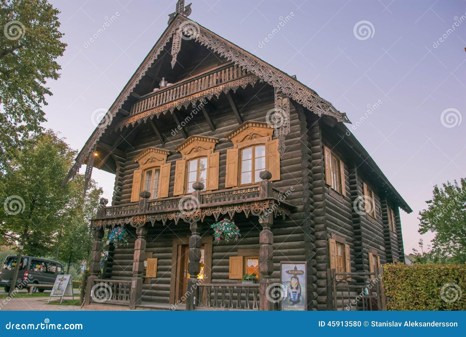 Maison en bois traditionnelle russe image ditorial for Maison bois traditionnelle