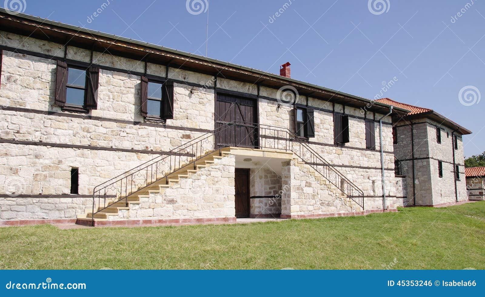 Maison En Pierre Blanche Avec Des Escaliers Photo Stock Image Du