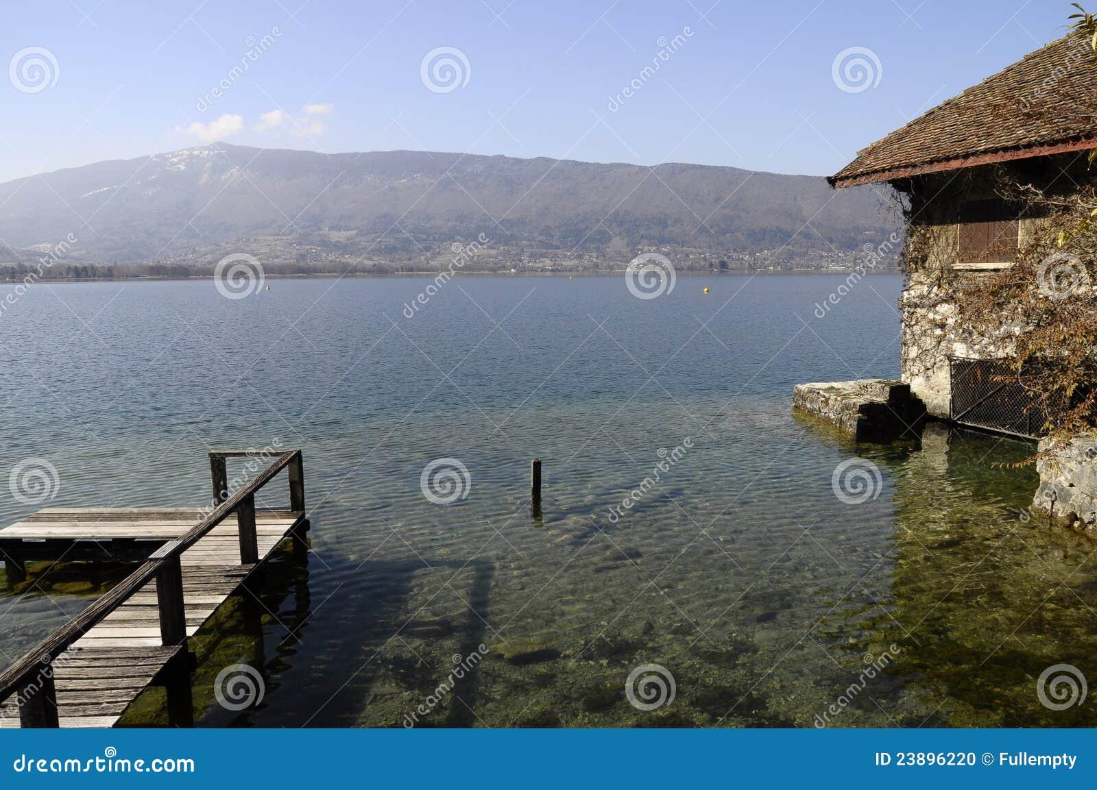 Maison en pierre de bord de mer photo stock image 23896220 for Maison bois bord de mer
