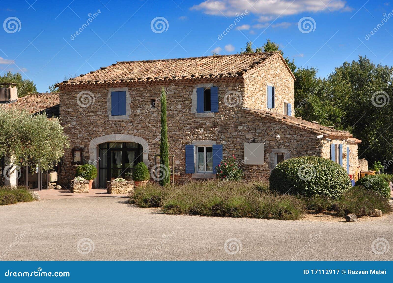 Maison en pierre de la provence photographie stock libre for A la maison de provence