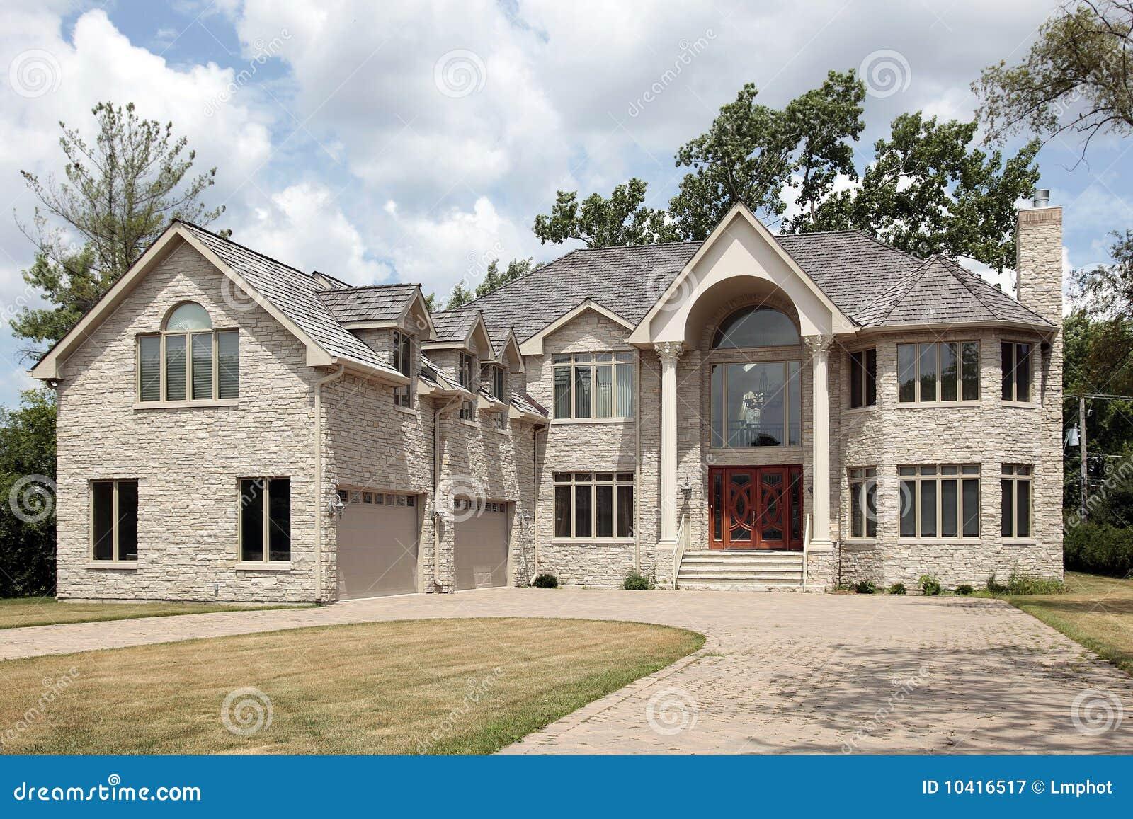 Maison en pierre de luxe avec des colums image stock - Maison en pierre giordano hadamik architects ...