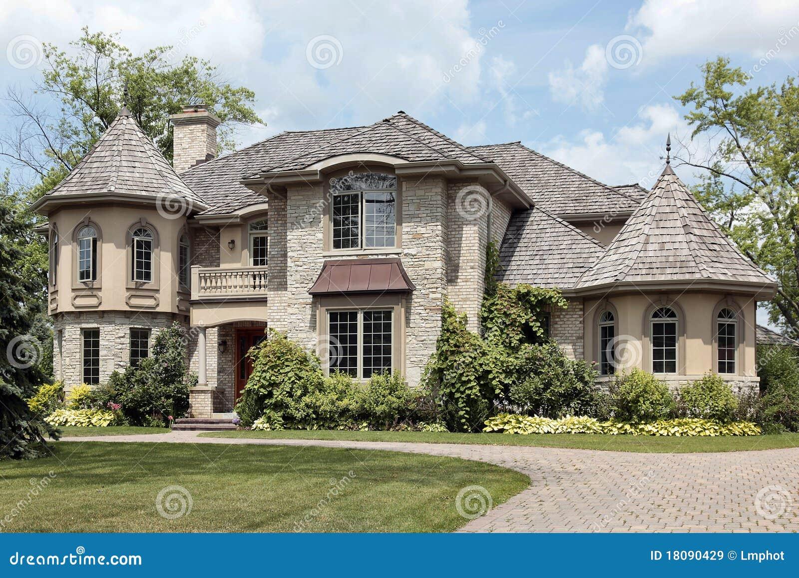 maison en pierre de luxe avec la tourelle images libres de droits image 18090429. Black Bedroom Furniture Sets. Home Design Ideas