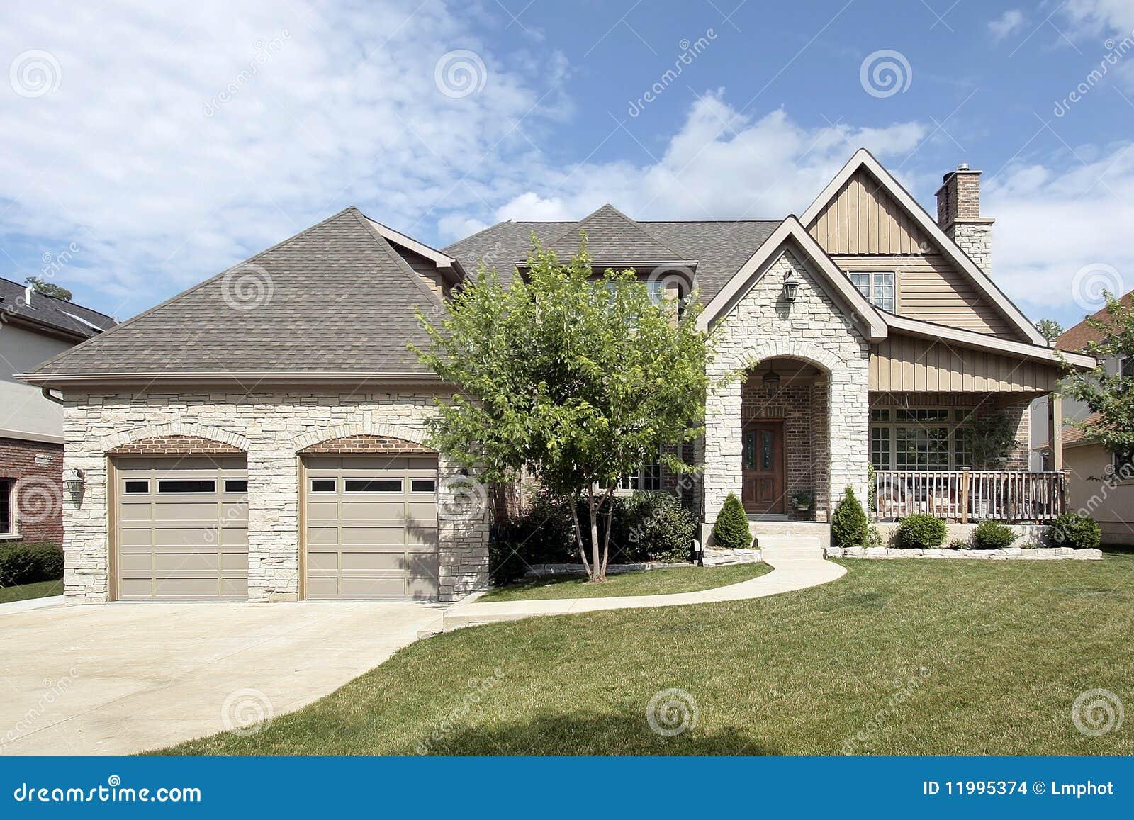 maison en pierre de luxe avec le porche avant images stock image 11995374. Black Bedroom Furniture Sets. Home Design Ideas