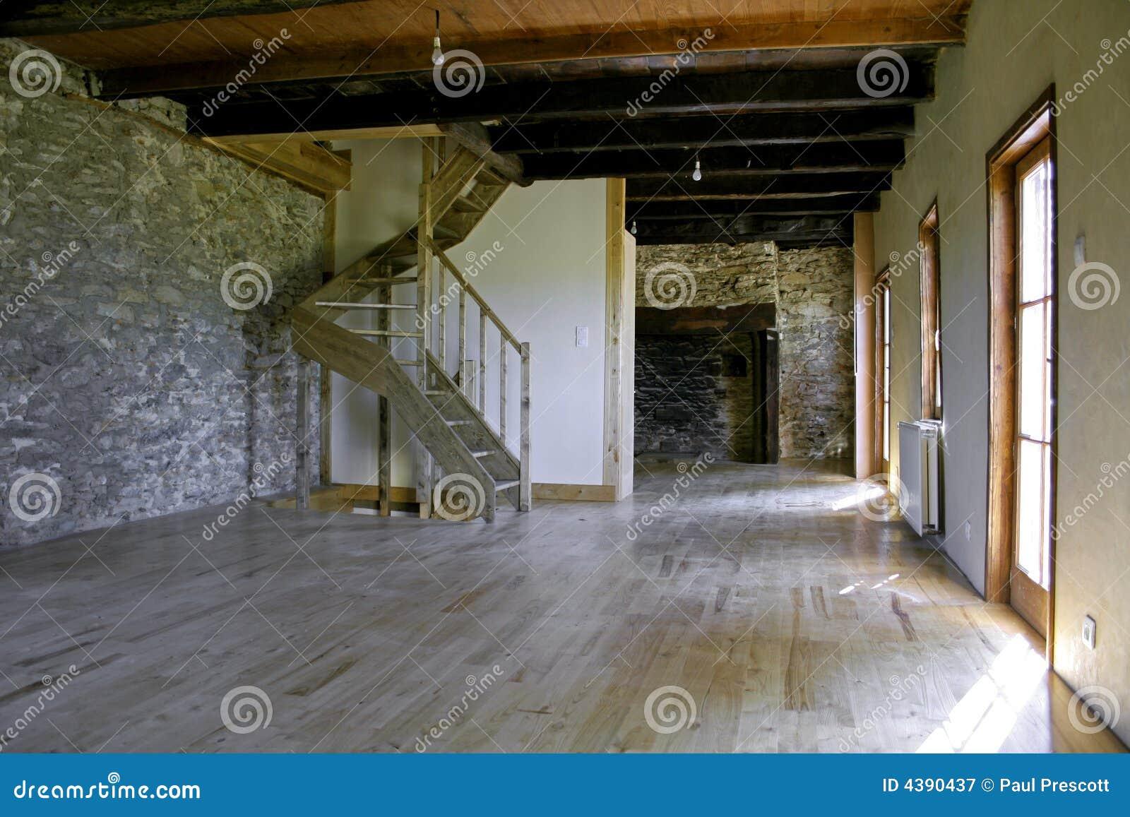 Maison en pierre r nov e photographie stock libre de - Interieur maison en pierre ...