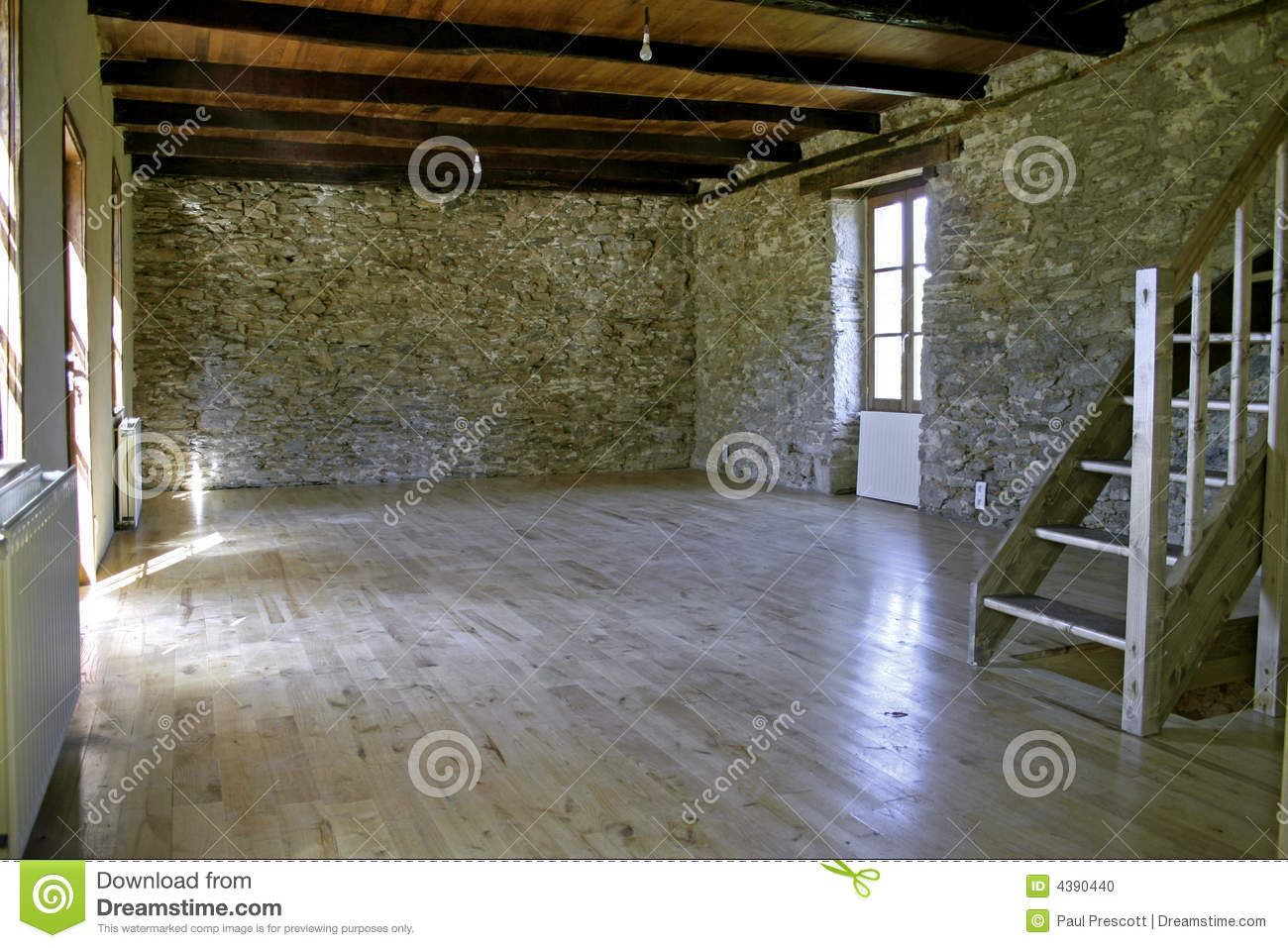 Maison en pierre r nov e photo stock image 4390440 - Renover mur en pierre interieur ...