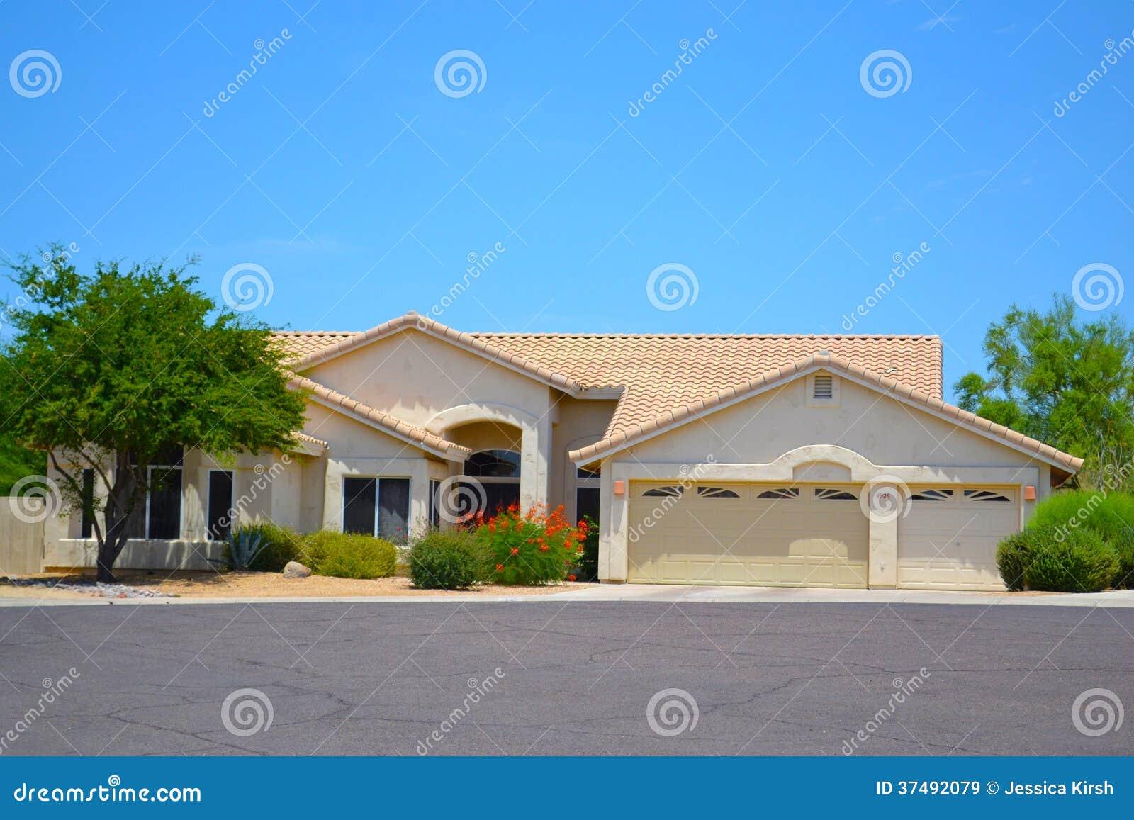 maison espagnole du sud ouest toute neuve de r ve de l 39 arizona de style image stock image du. Black Bedroom Furniture Sets. Home Design Ideas