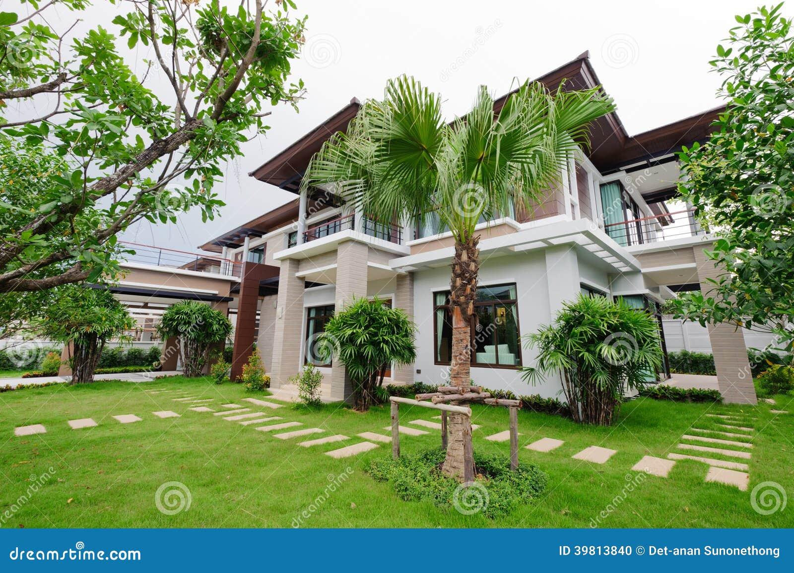 Maison et jardin luxueux photos stock - Inscription Gratuite