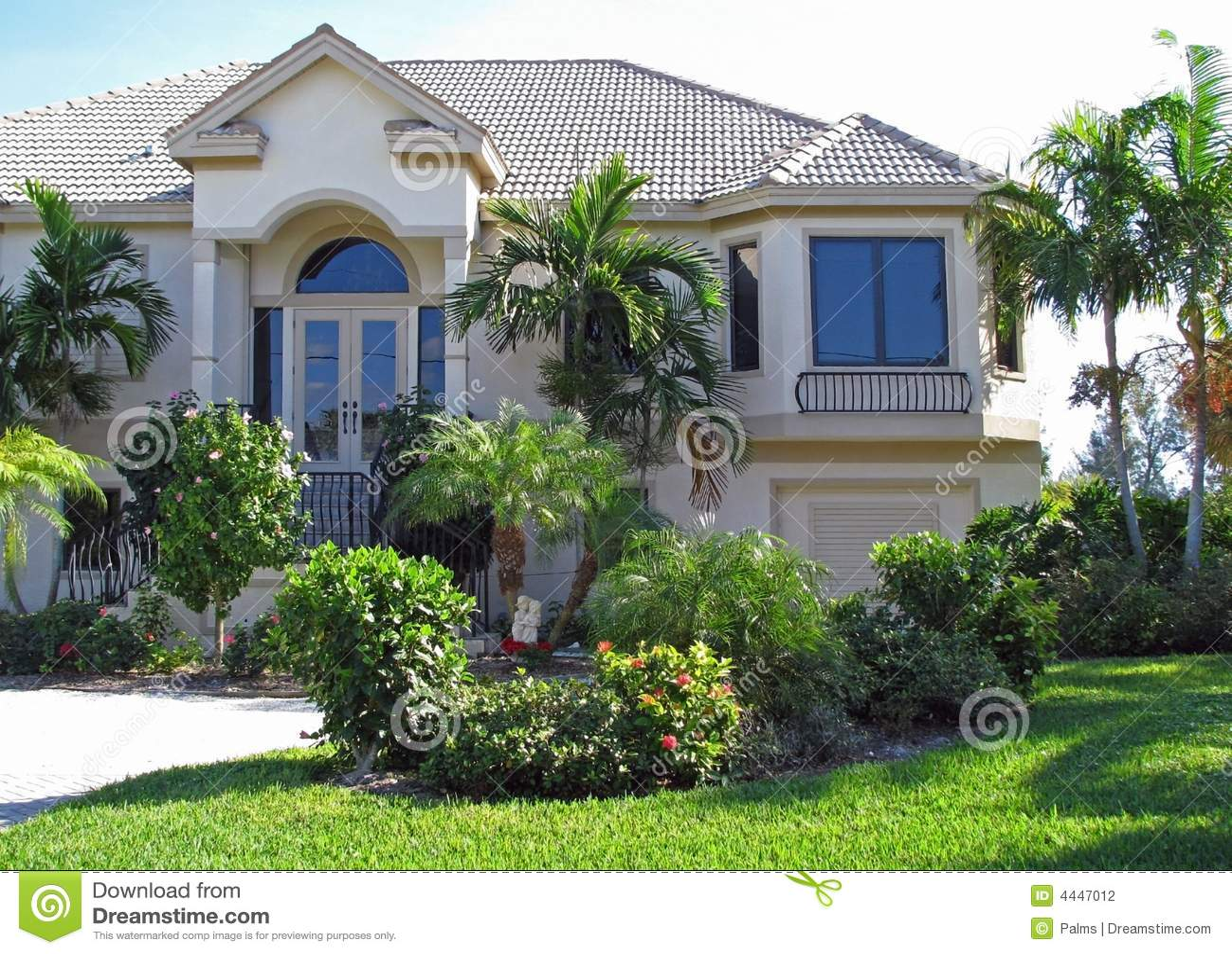 Maison Et Jardin Modernes Photographie stock - Image: 4447012