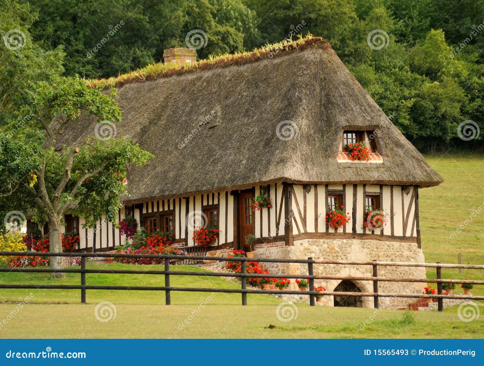 maison fran aise image stock image du vieux histoire 15565493. Black Bedroom Furniture Sets. Home Design Ideas