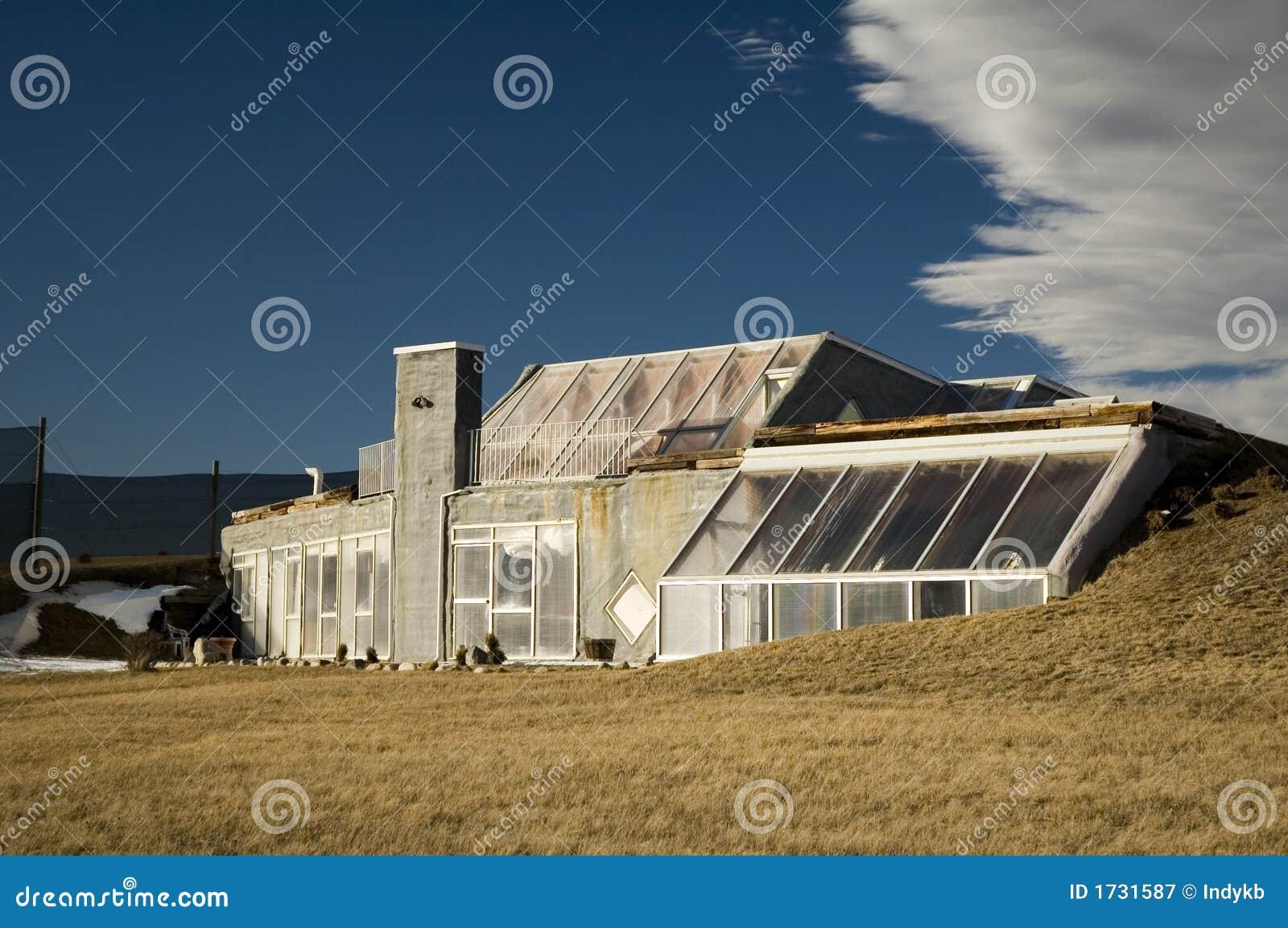 Maison futuriste photographie stock libre de droits for Plan maison futuriste