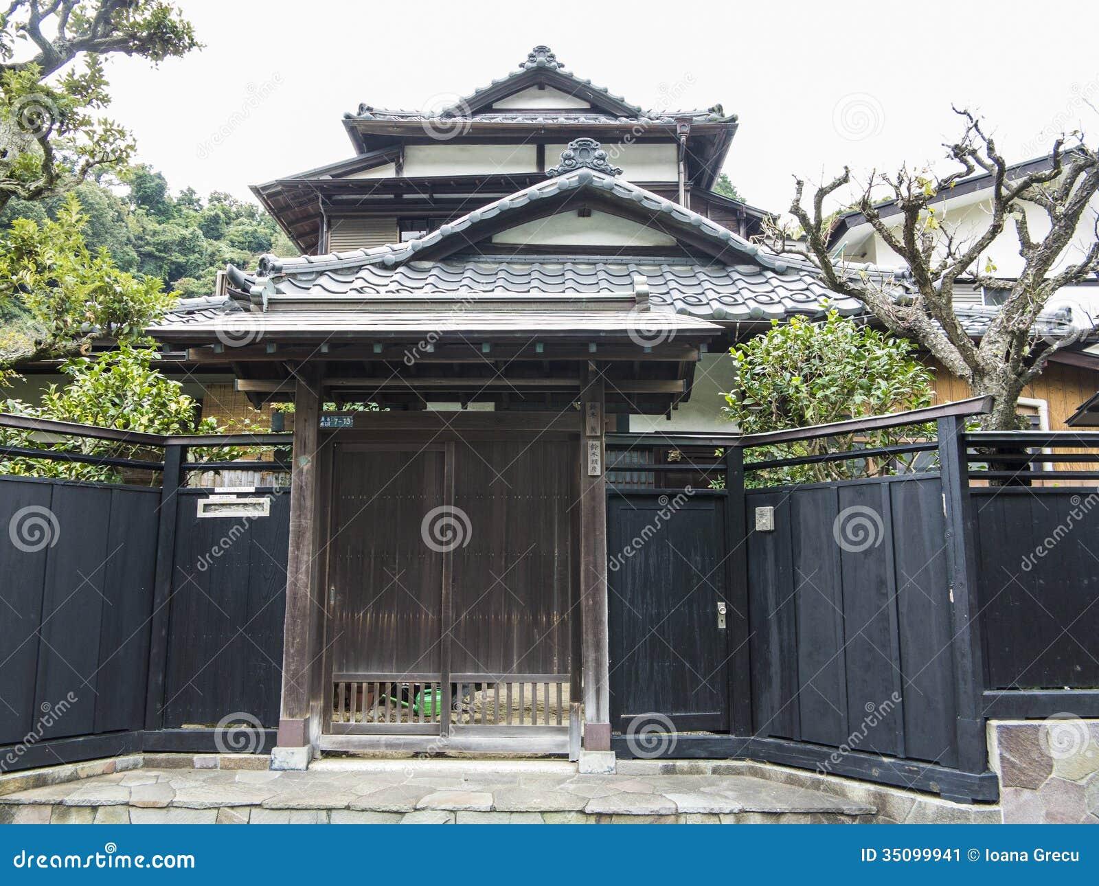 maison japonaise traditionnelle image stock image 35099941. Black Bedroom Furniture Sets. Home Design Ideas