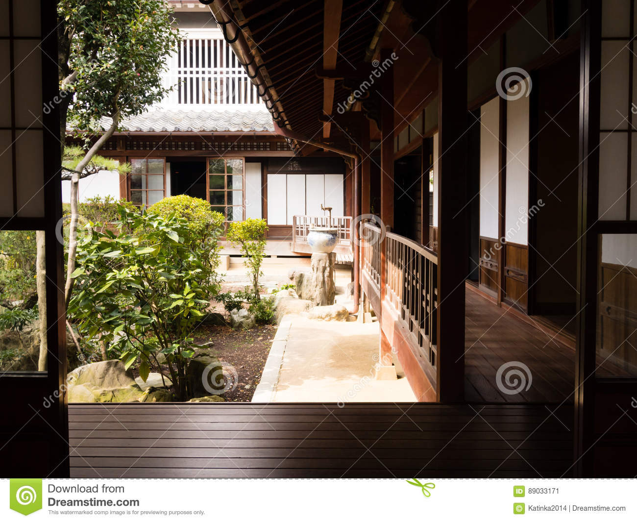 download maison japonaise traditionnelle avec le jardin intrieur photo ditorial image du traditionnel construction