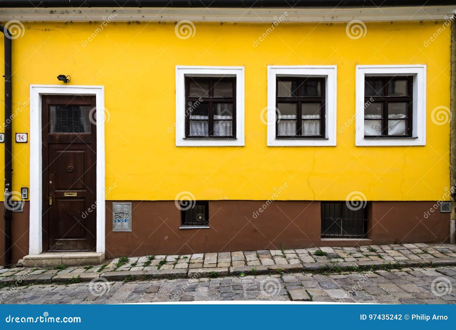 Maison jaune et brune à Bratislava