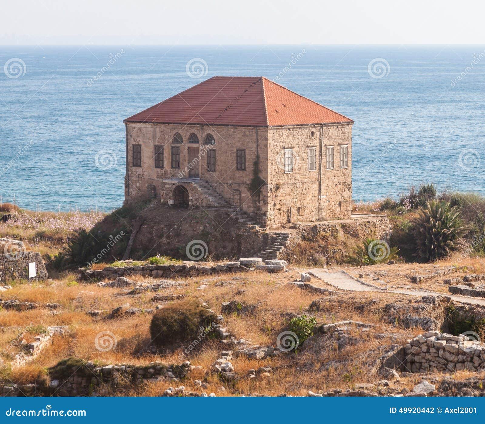 Maison libanaise traditionnelle au dessus de la mer for Maison prefabriquee liban