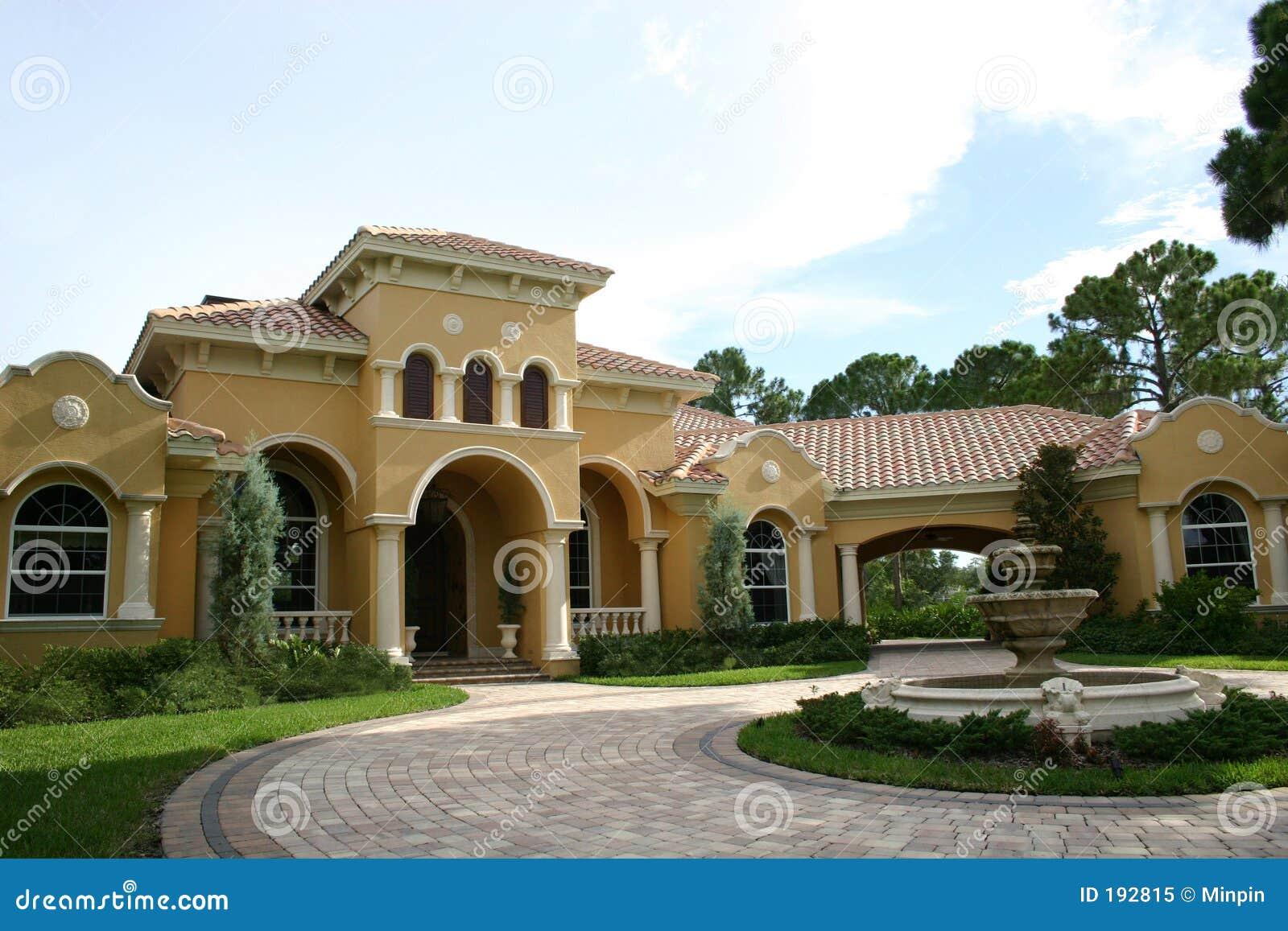 Image Architecture Maison Residence Luxueuse Moderne : Maison luxueuse image stock du circulaire séparé