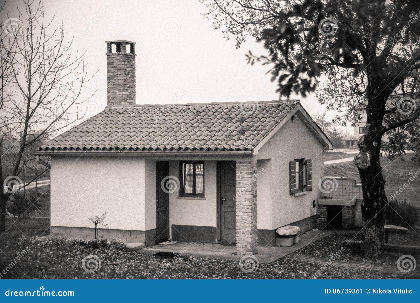 maison minuscule photo stock image 86739361