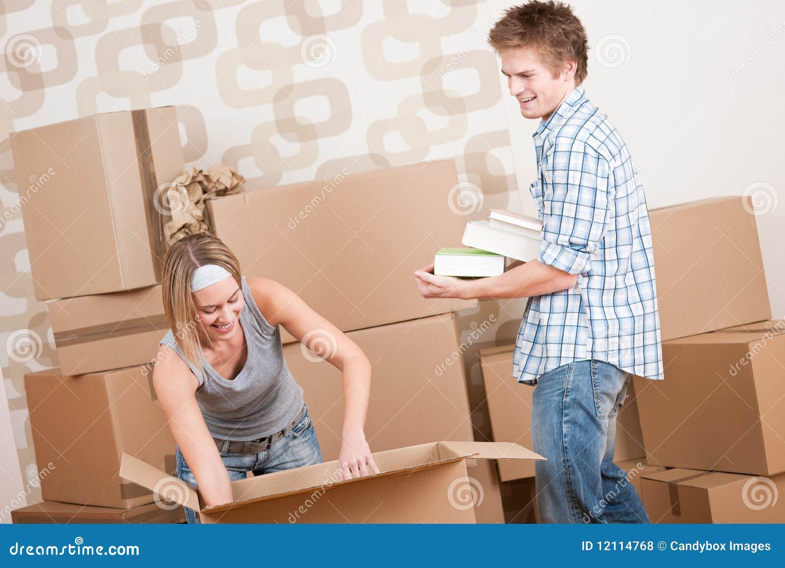 Maison mobile jeunes ajouter au cadre dans la maison neuve photo stock image du seulement - Maison mobile neuve ...