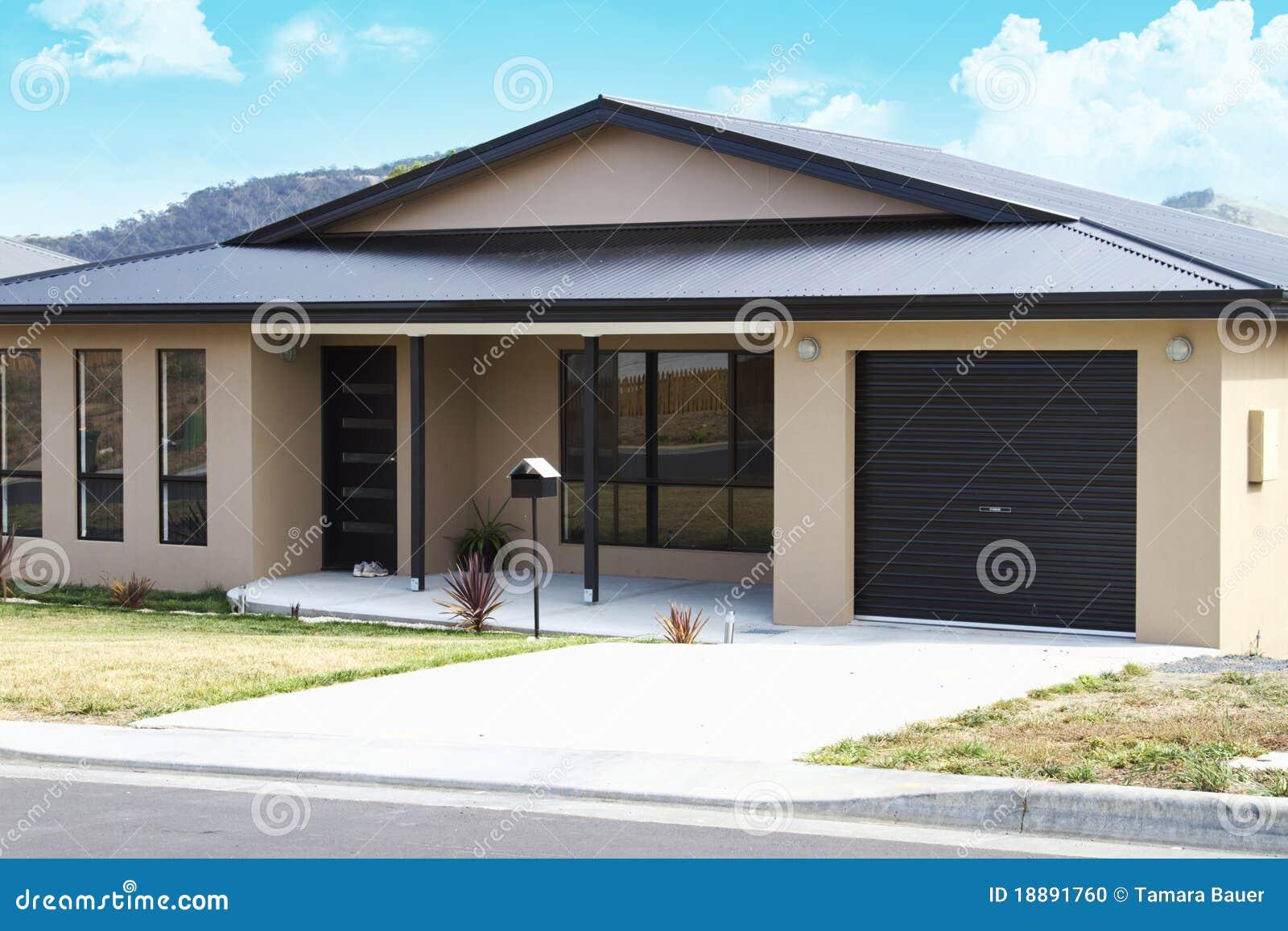 Maison moderne photo stock image 18891760 for Maison en stuc
