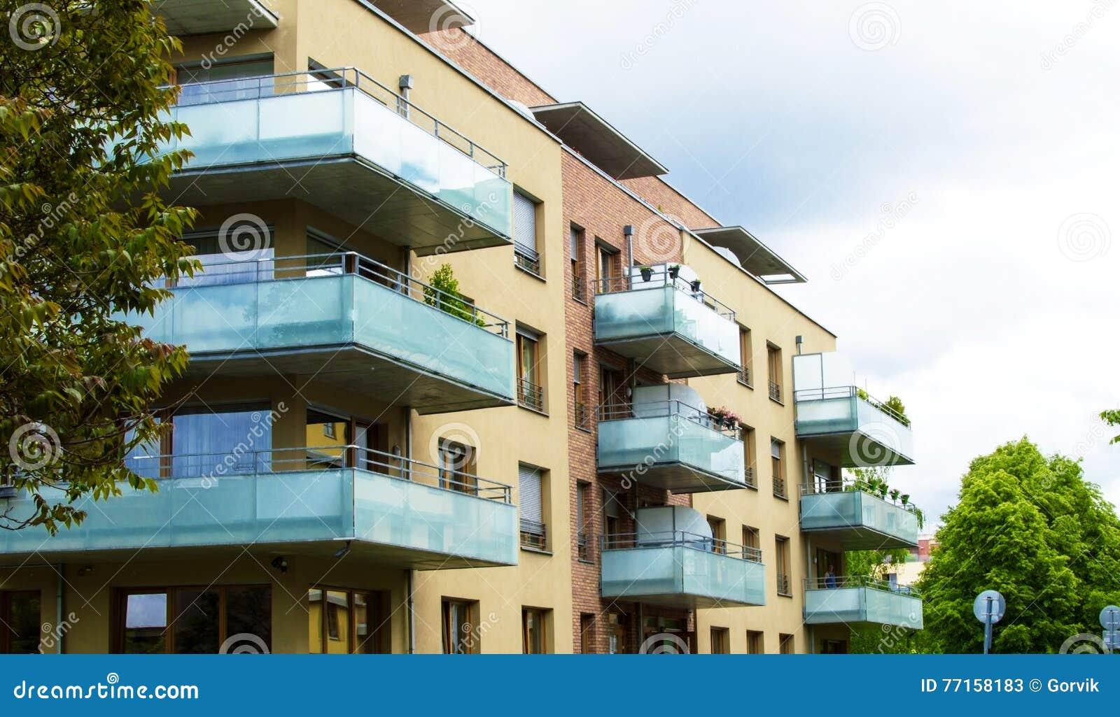 Balcon De Maison Le Balcon La Maison Moderne Simple Image