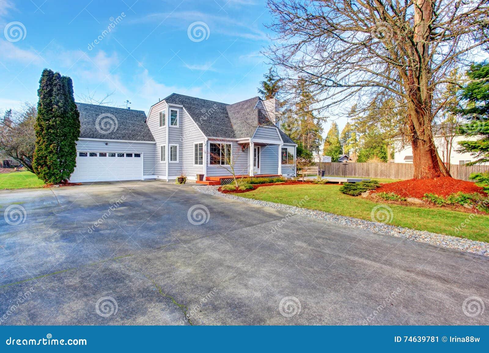 Maison Moderne Avec Le Passage Couvert Le Garage Et La Terrasse