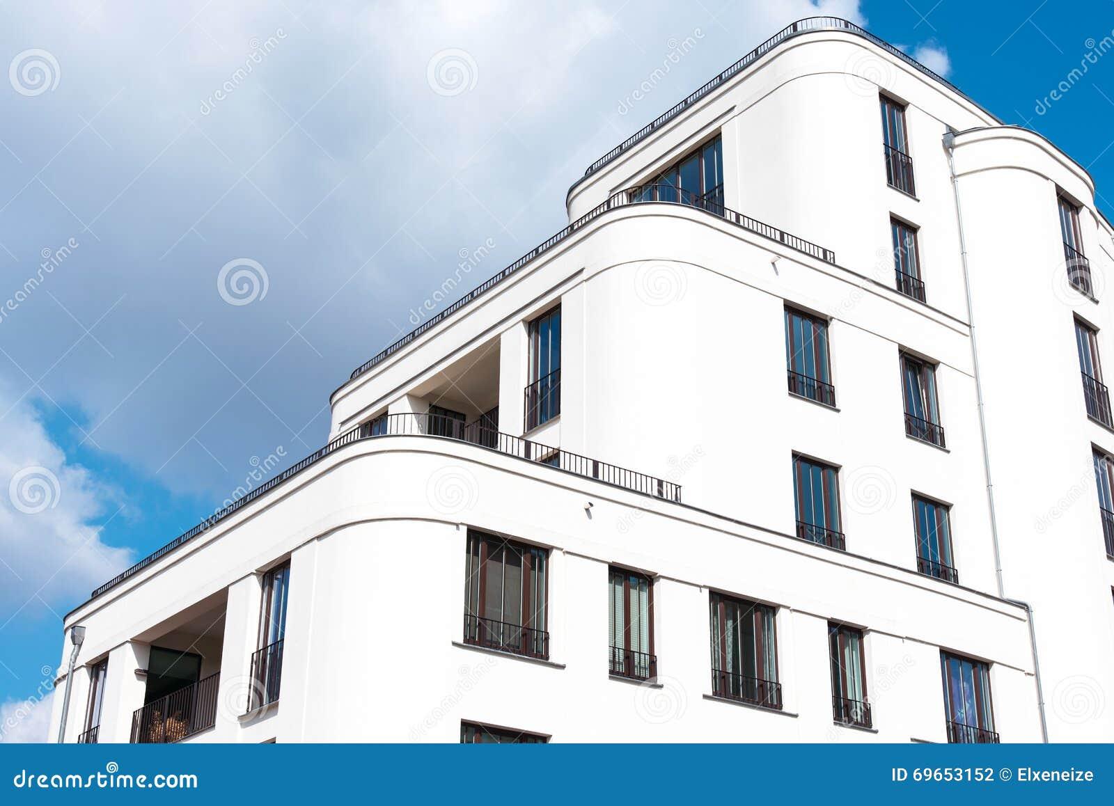 Maison Moderne Blanche De Famille à Berlin