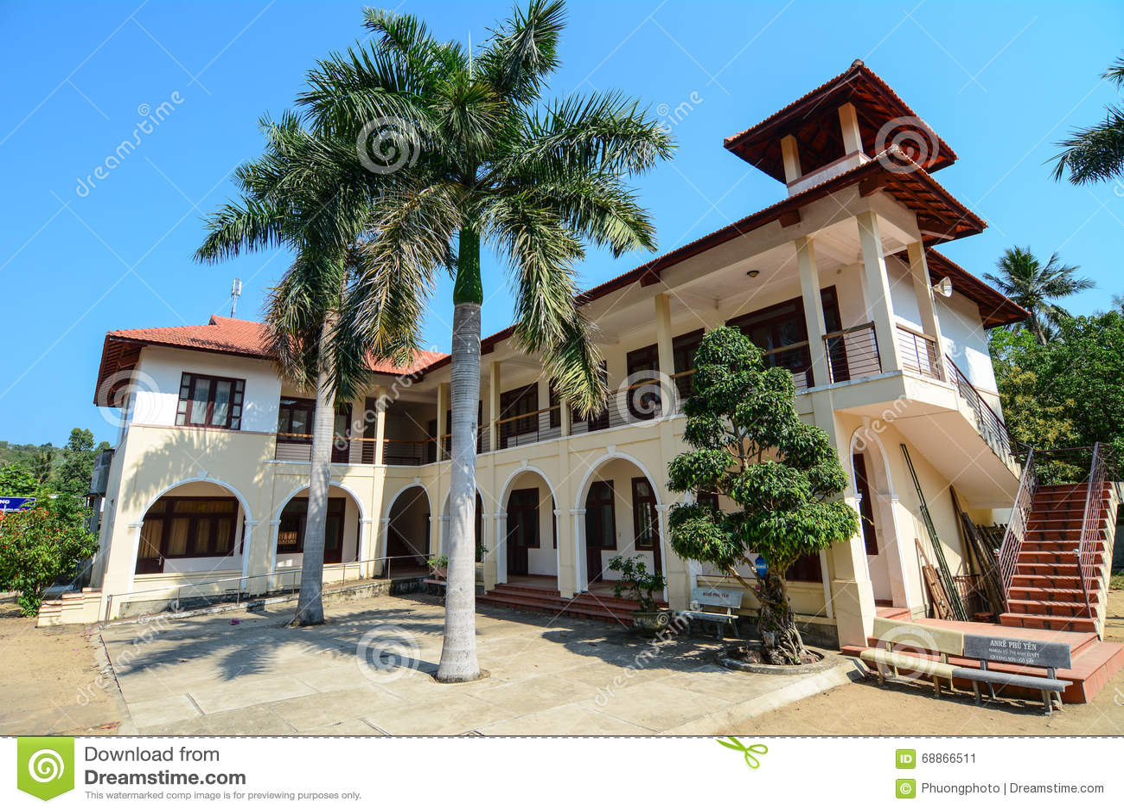 Maison Moderne Dans La Ville De Tuy Hoa, Phu Yen, Vietnam Photo ...