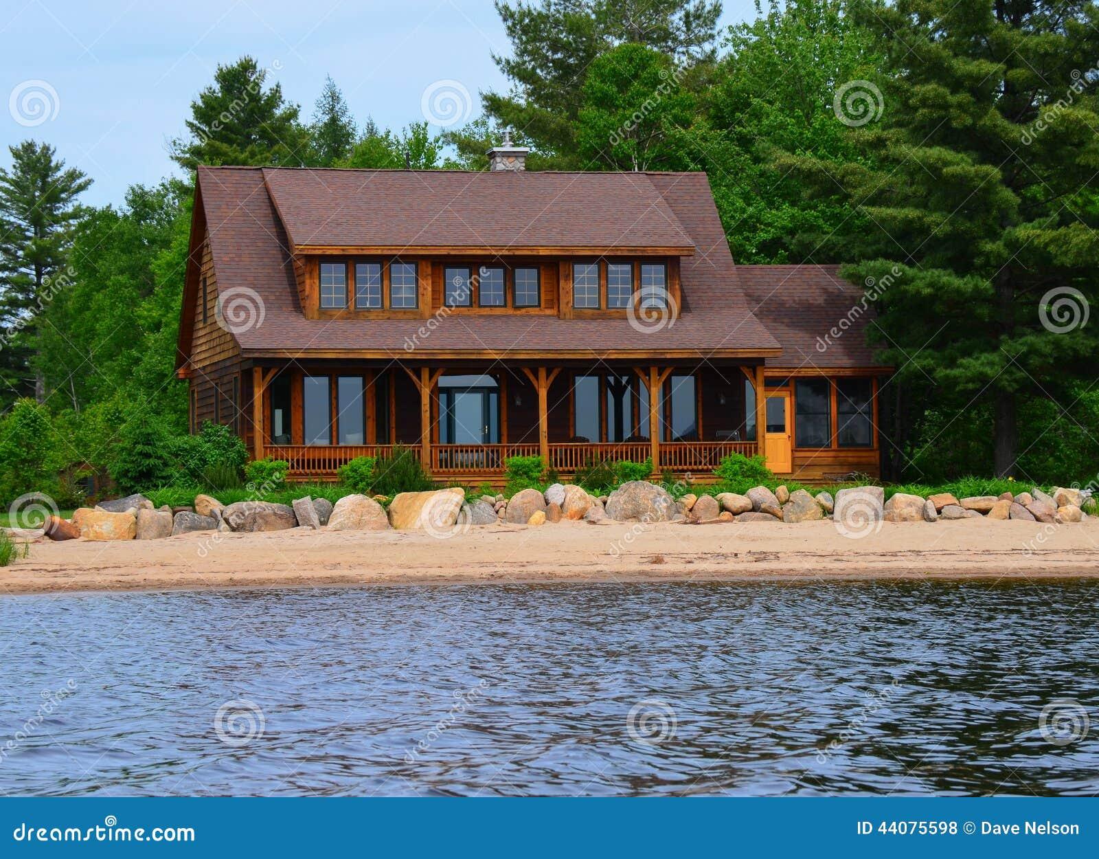 maison moderne de bord de mer photo stock image 44075598. Black Bedroom Furniture Sets. Home Design Ideas