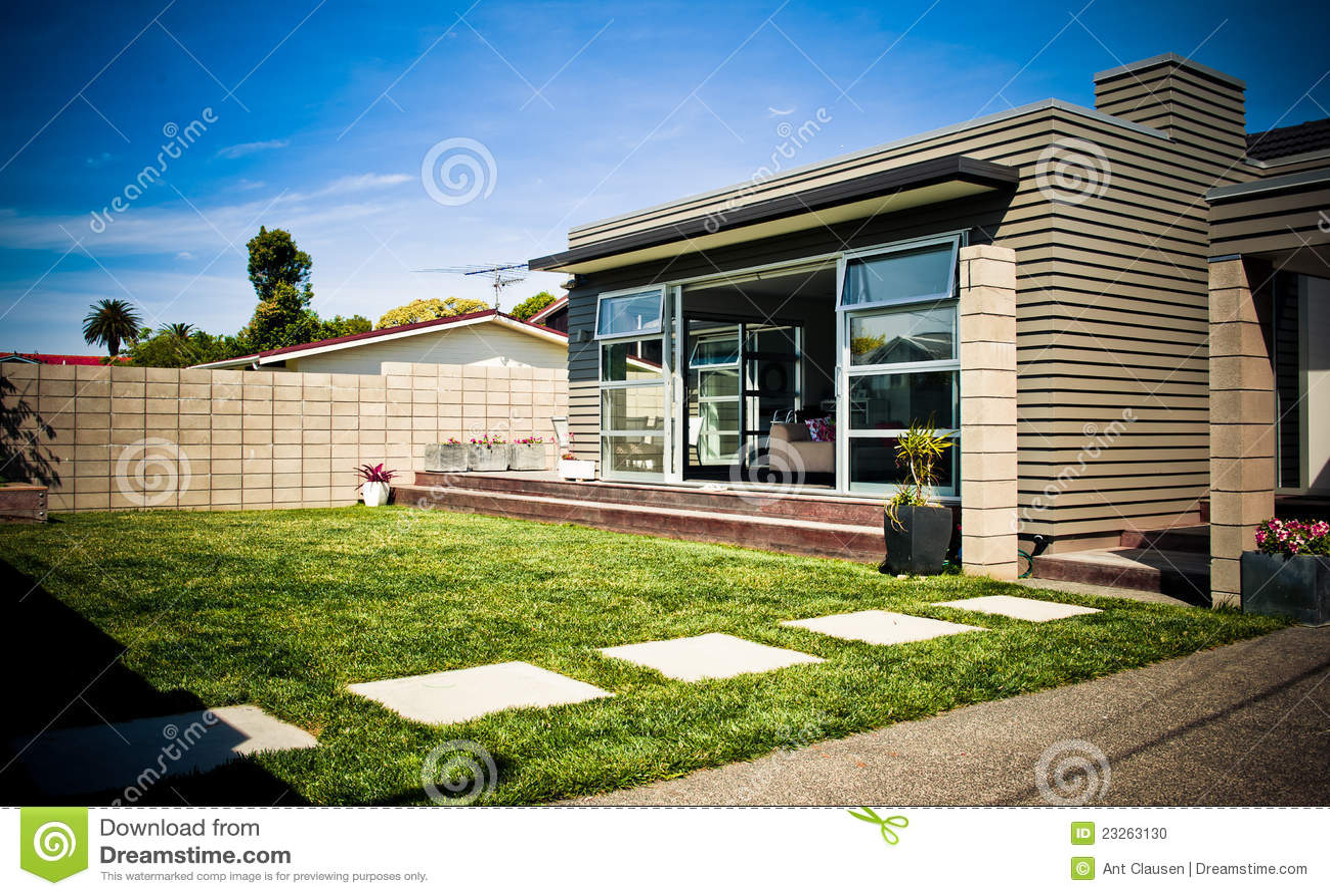 Maison moderne de cr ateur photo stock image 23263130 for Createur de maison