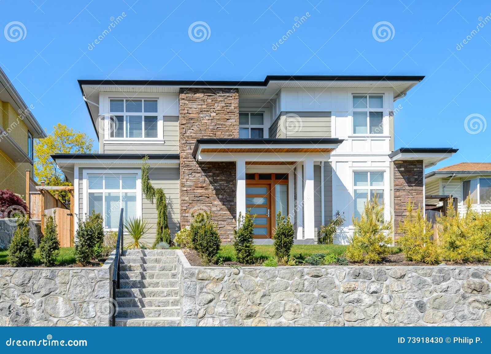 Maison Moderne De Luxe Avec Le Bel Amenagement Photo Stock Image