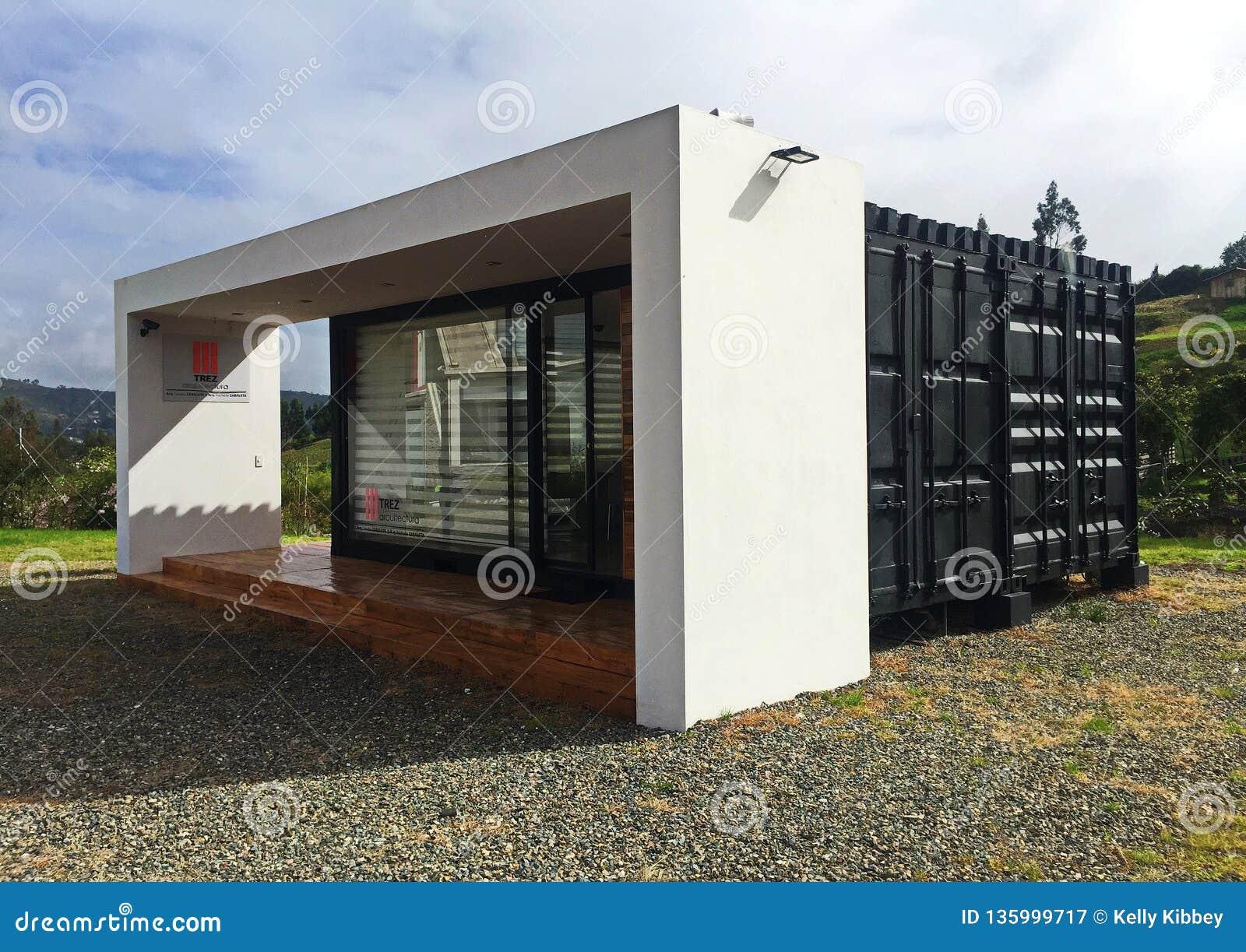 Maison Moderne Et Minuscule De Récipient D\'expédition ...