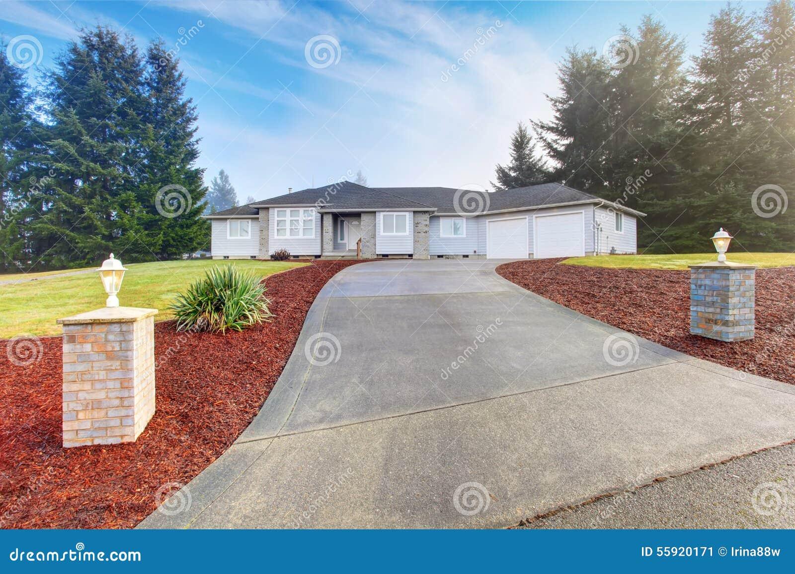 Populaire préféré Maison Moderne Gentille Avec L'allée Image stock - Image du allée #SE_74