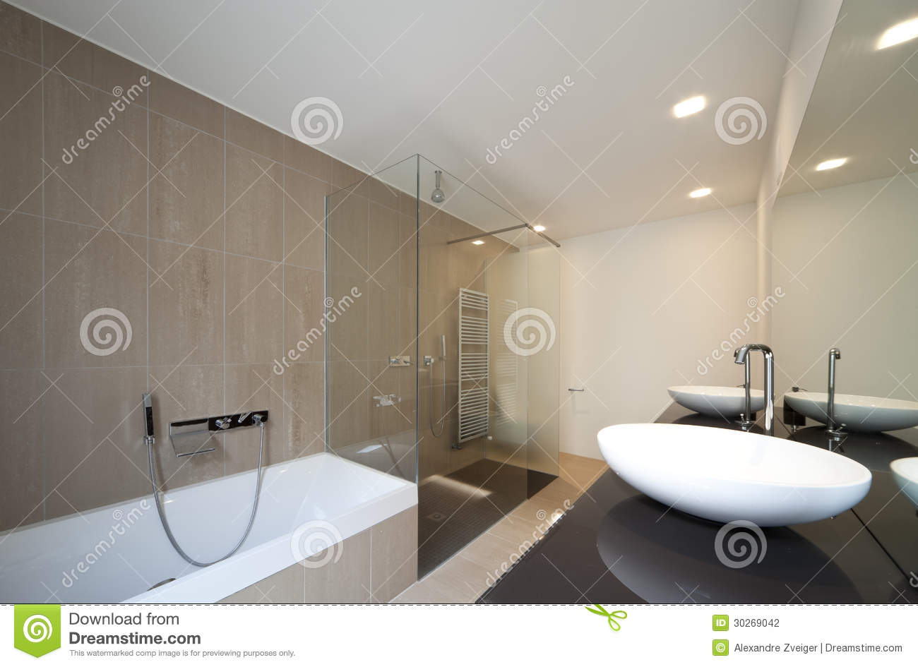 Int rieur moderne de maison photo stock image du for Interieur salle de bain