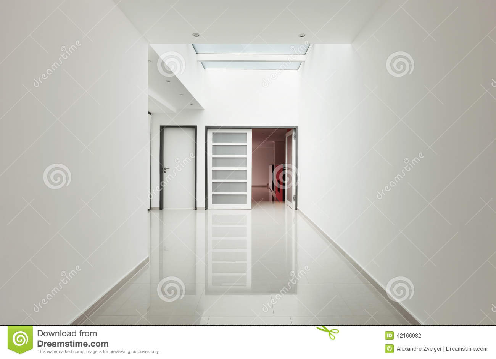 maison moderne int rieure vue de couloir photo stock image 42166982. Black Bedroom Furniture Sets. Home Design Ideas