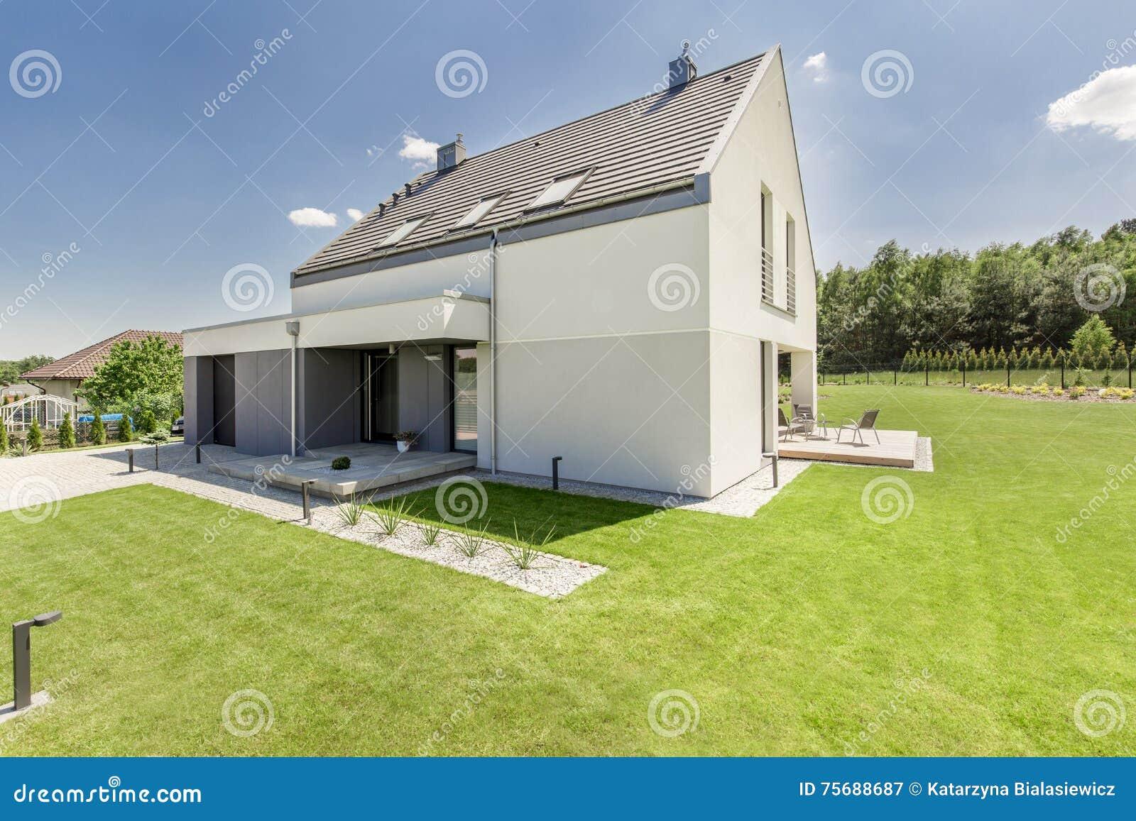 Maison Moderne Simple Image Stock Image Du Vert Jardin 75688687