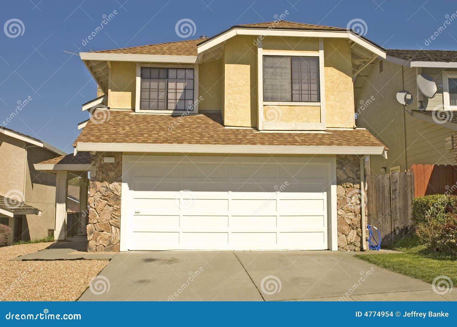 Maison moderne type de région images stock